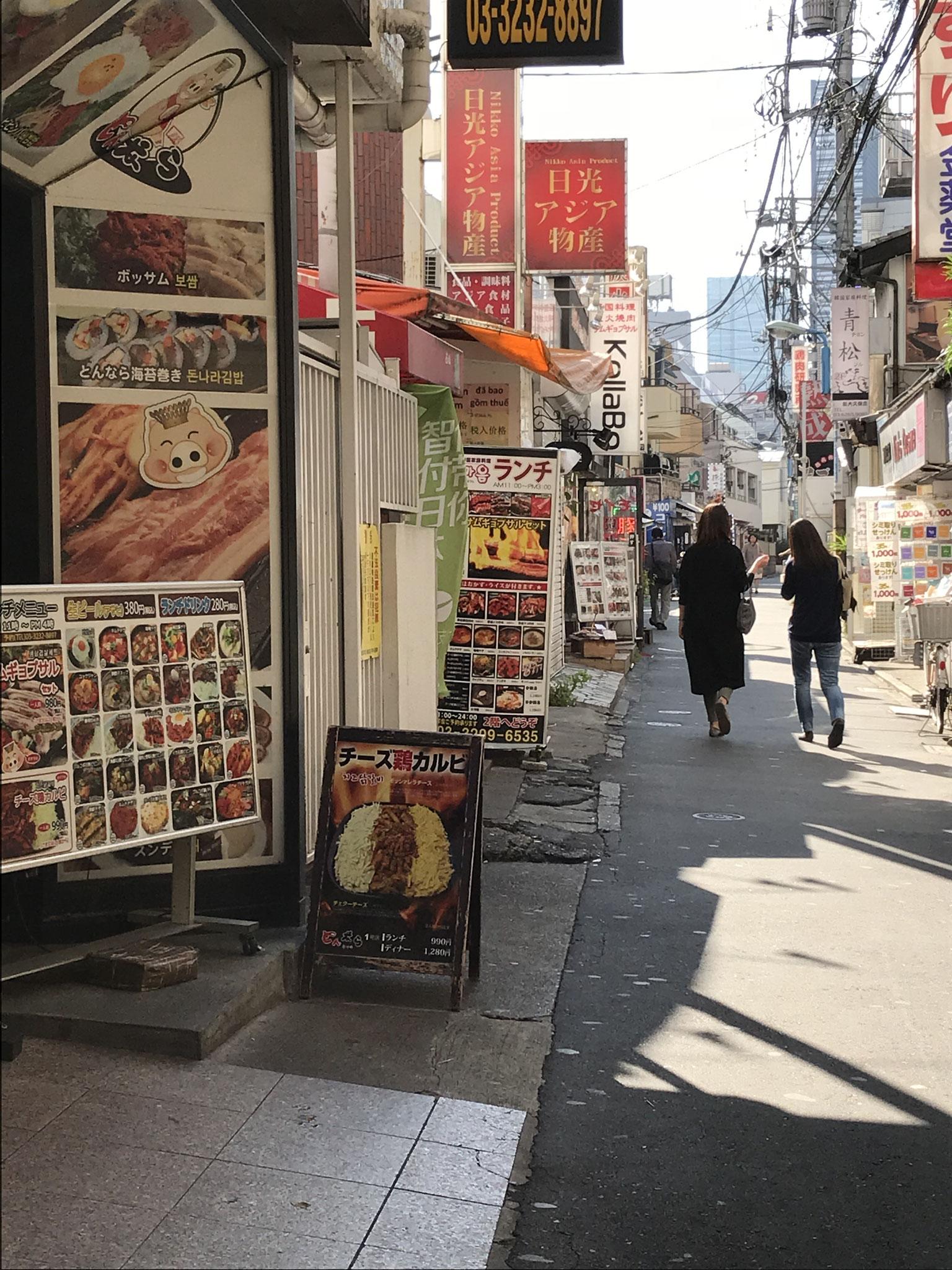 近隣には韓国のお料理が食べられるお店が沢山