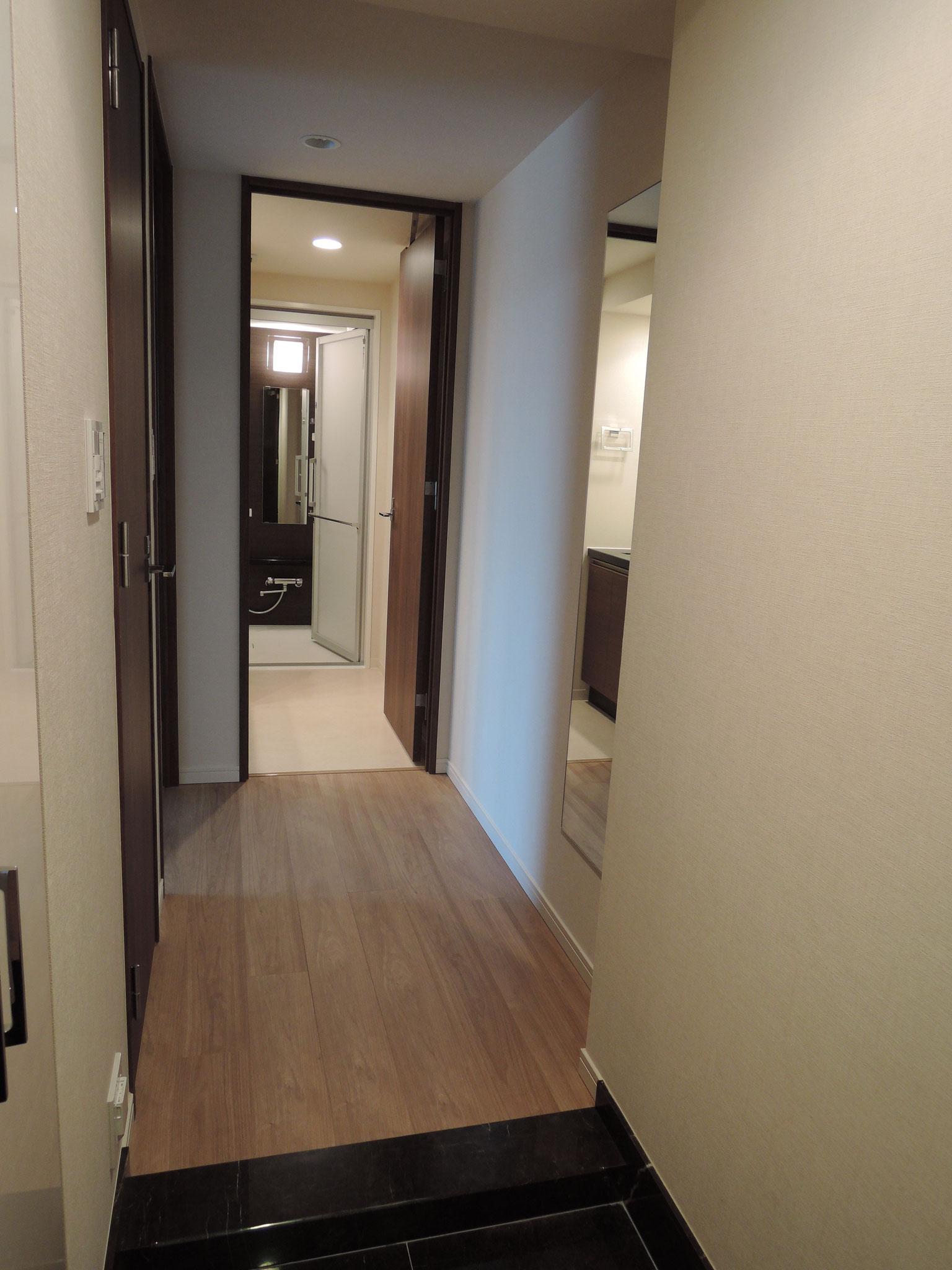 お部屋の玄関から廊下方向