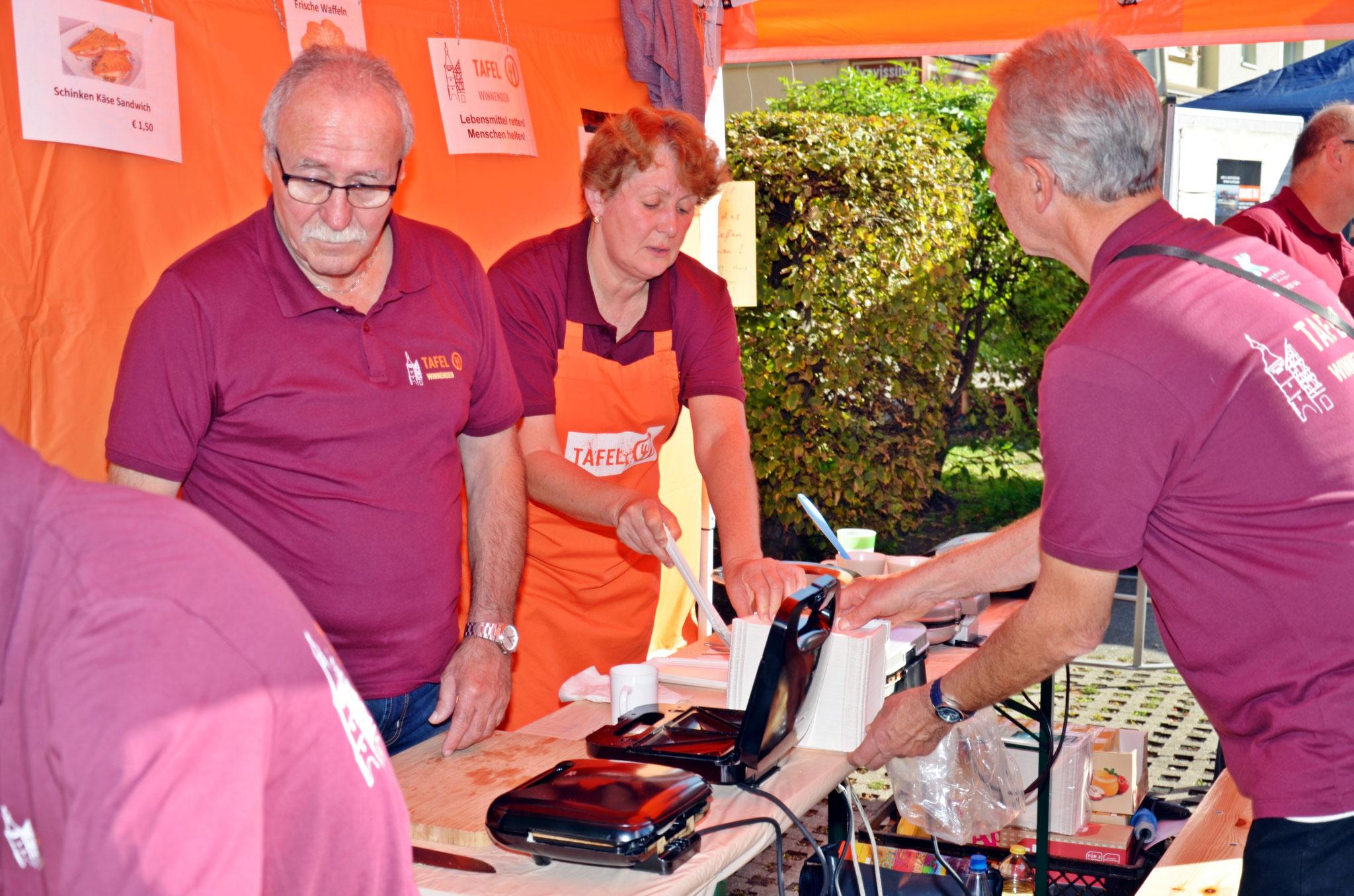 Bürgerstiftung Winnenden unterstützt großartig - ! DANKE !  -  INFO-Stand mit lecker Waffel-Verkauf