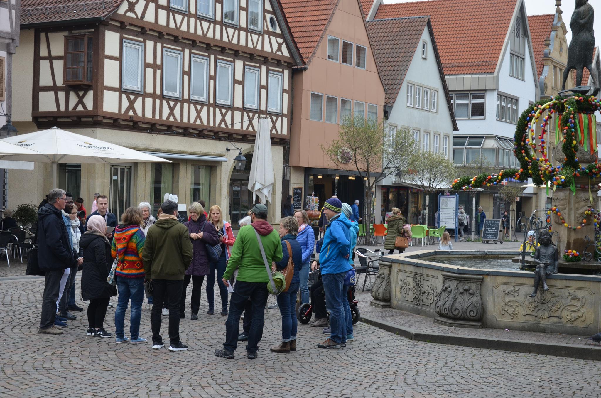 Heimattage - 'Stadtrundgang' schaute im Tafelladen vorbei