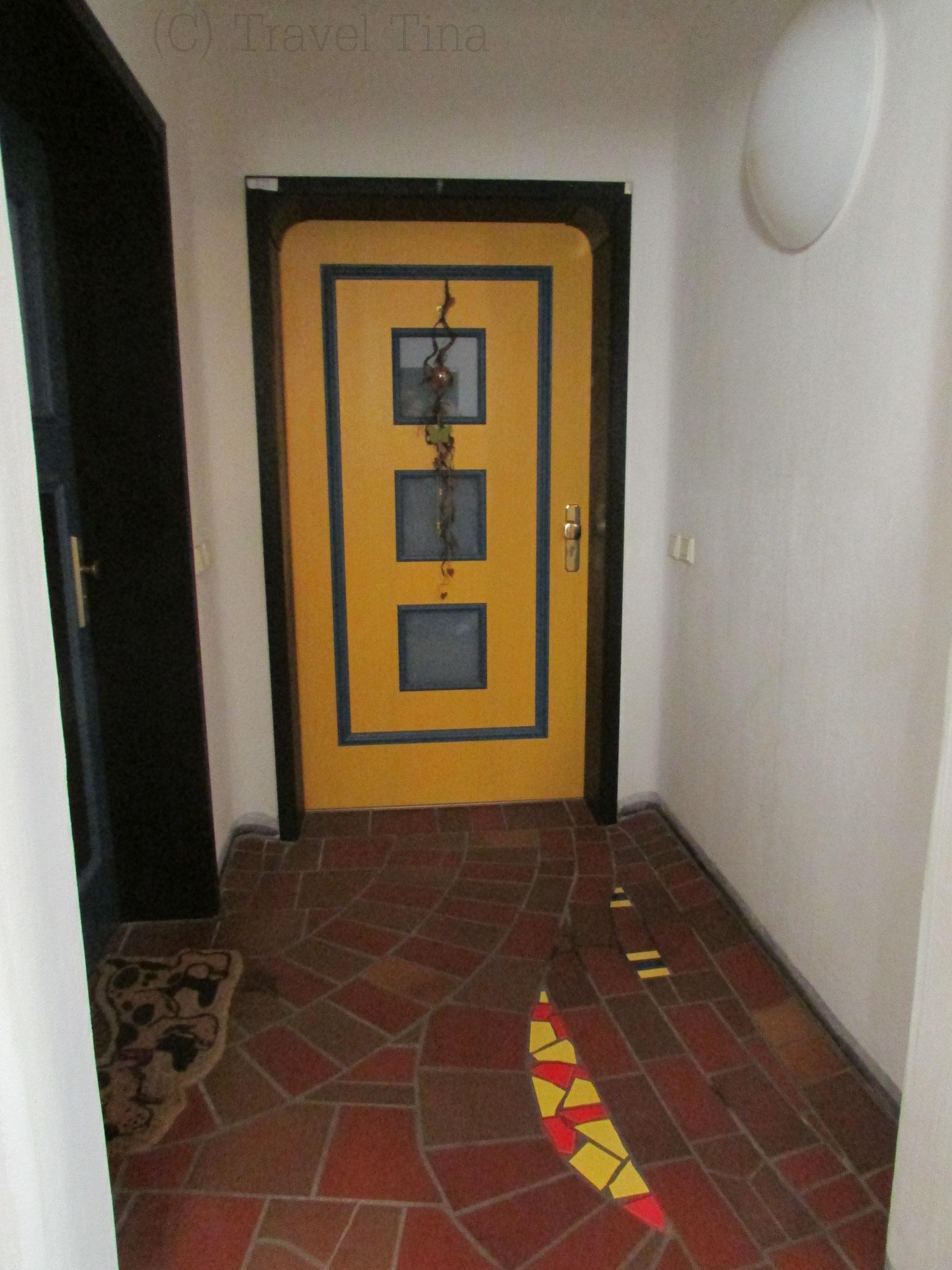 Jede Eingangstür ist individuell gestaltet.