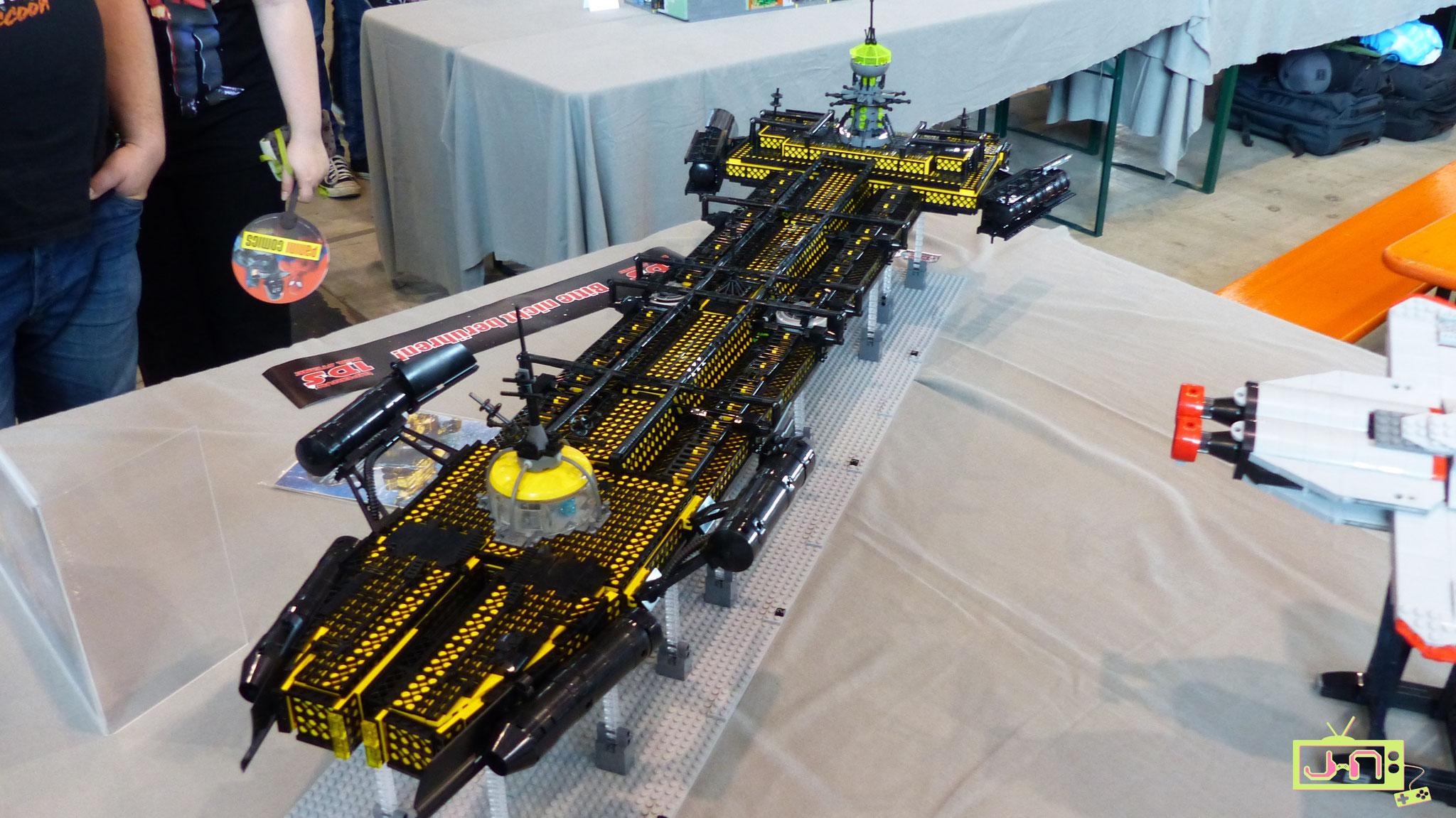 Megamodelle von teils über einem Meter