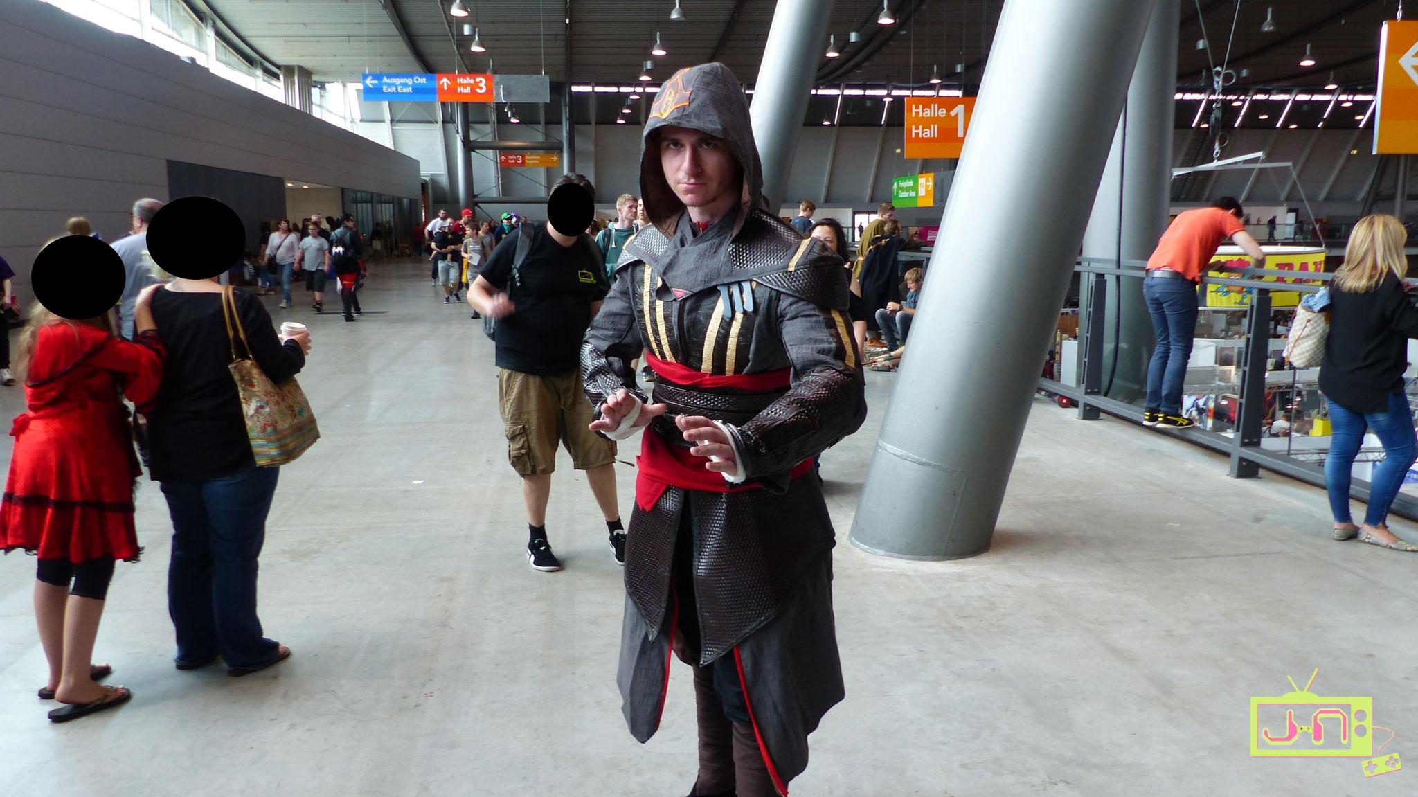 Hoffentlich bemerkt Ezio den Photobomber im Hintergrund nicht.