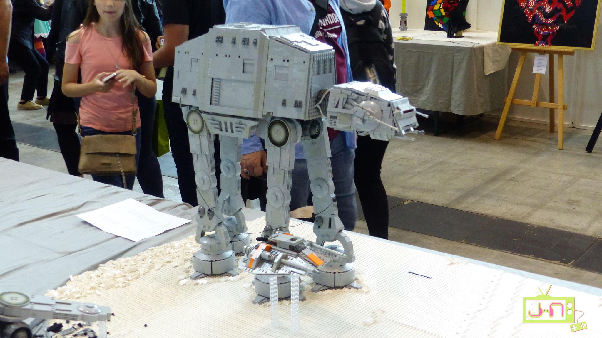 AT-AT aus Lego