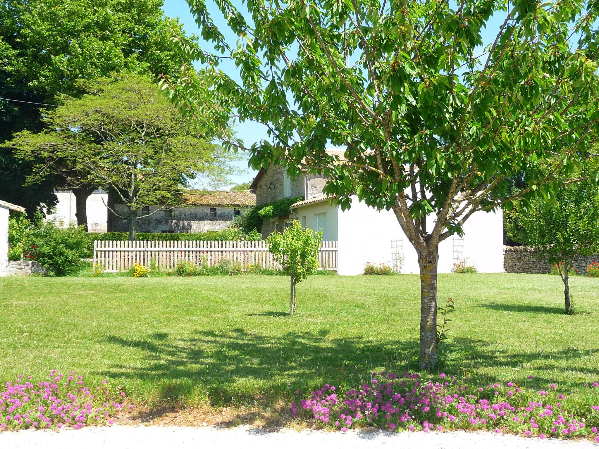 Gîte La Ponne, vue vers le jardin