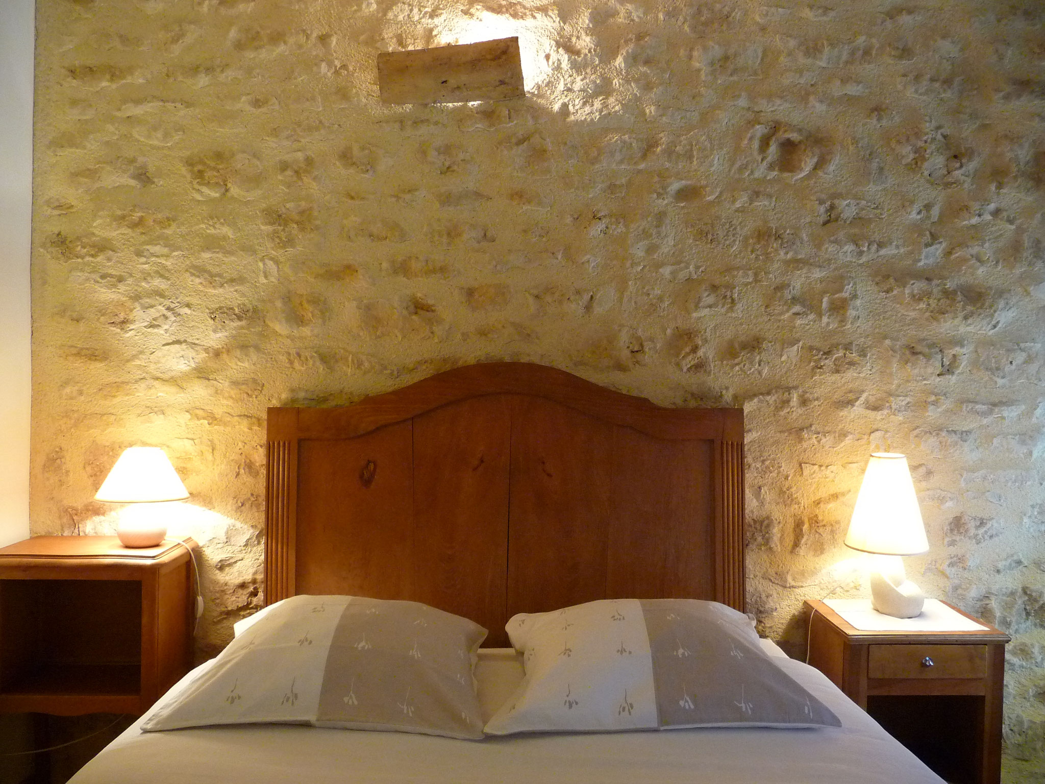 Gîte La Ponne, lit double, repos sous le toit