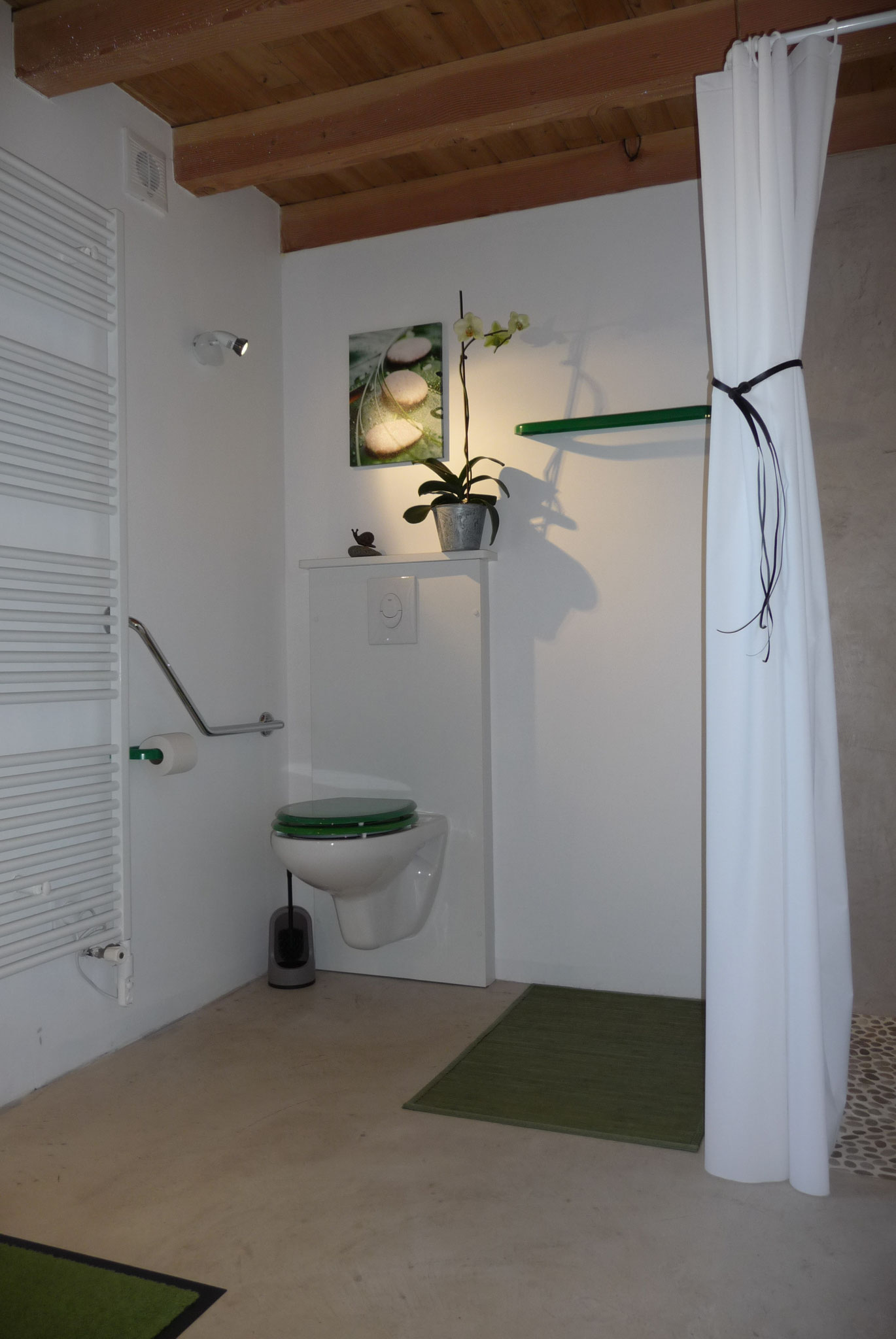 Gîte La Ponne, salle de bain accessible aux personnes à mobilité réduite
