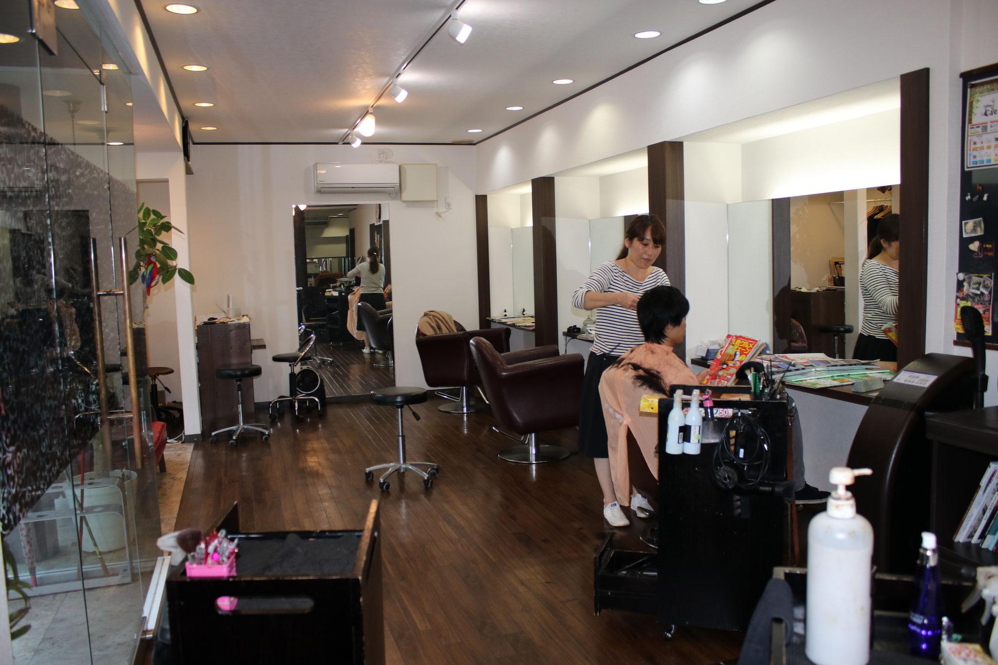 美容室「Perm.to.caelu(カエル)」です。髪型を変えて、気分が変わる。 おうちに帰るのが楽しみになる。 変えることで、生まれかわった気持ちになれる。 そんなサロンであり続けたいと想っております。