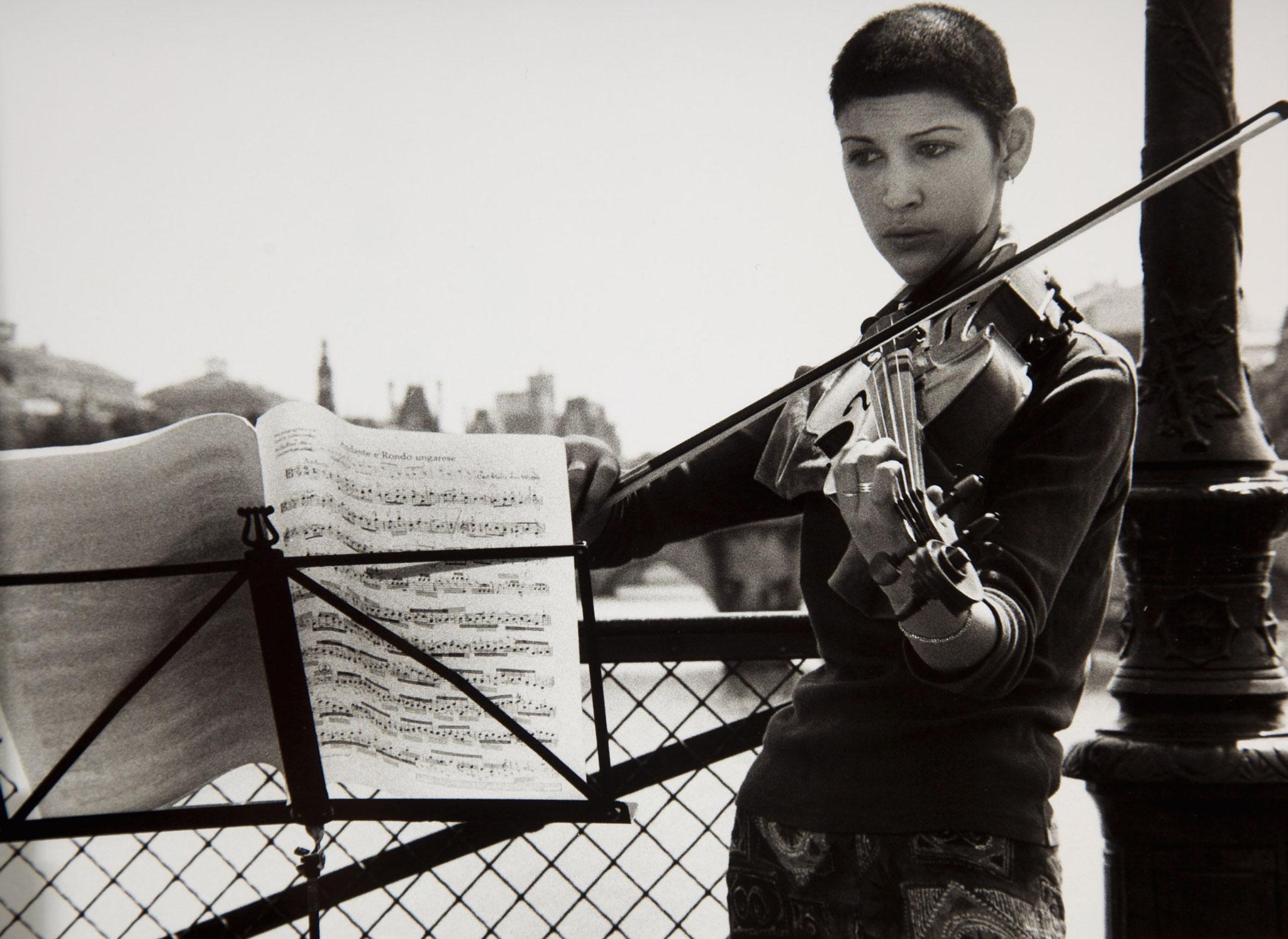 Strassenmusikantin, Paris