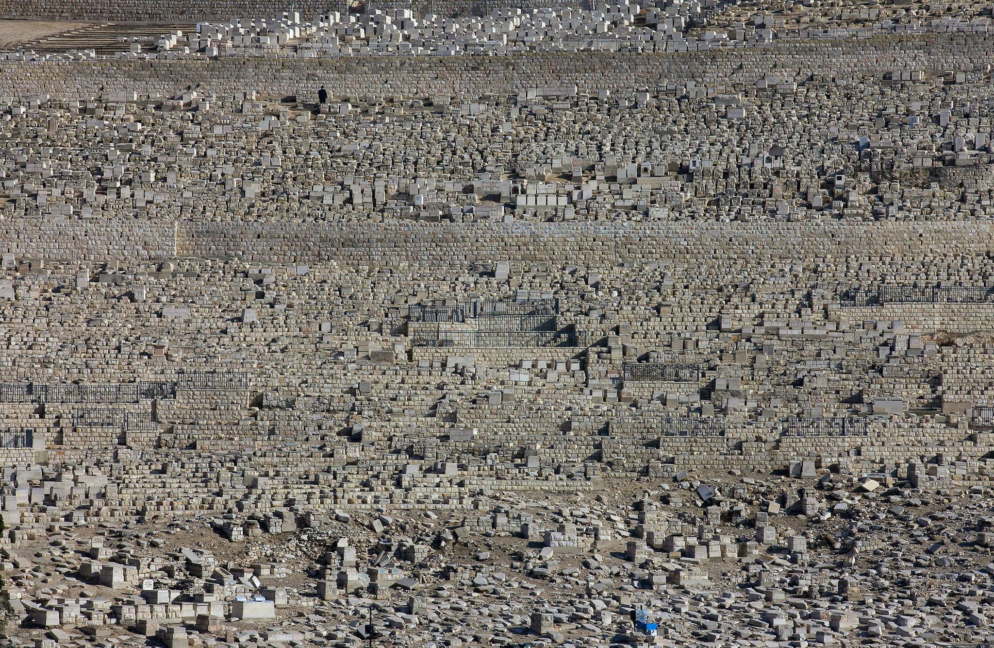 Ein Lebender und viele Seligen beim Warten auf den Messias, Ölberg, Jerusalem