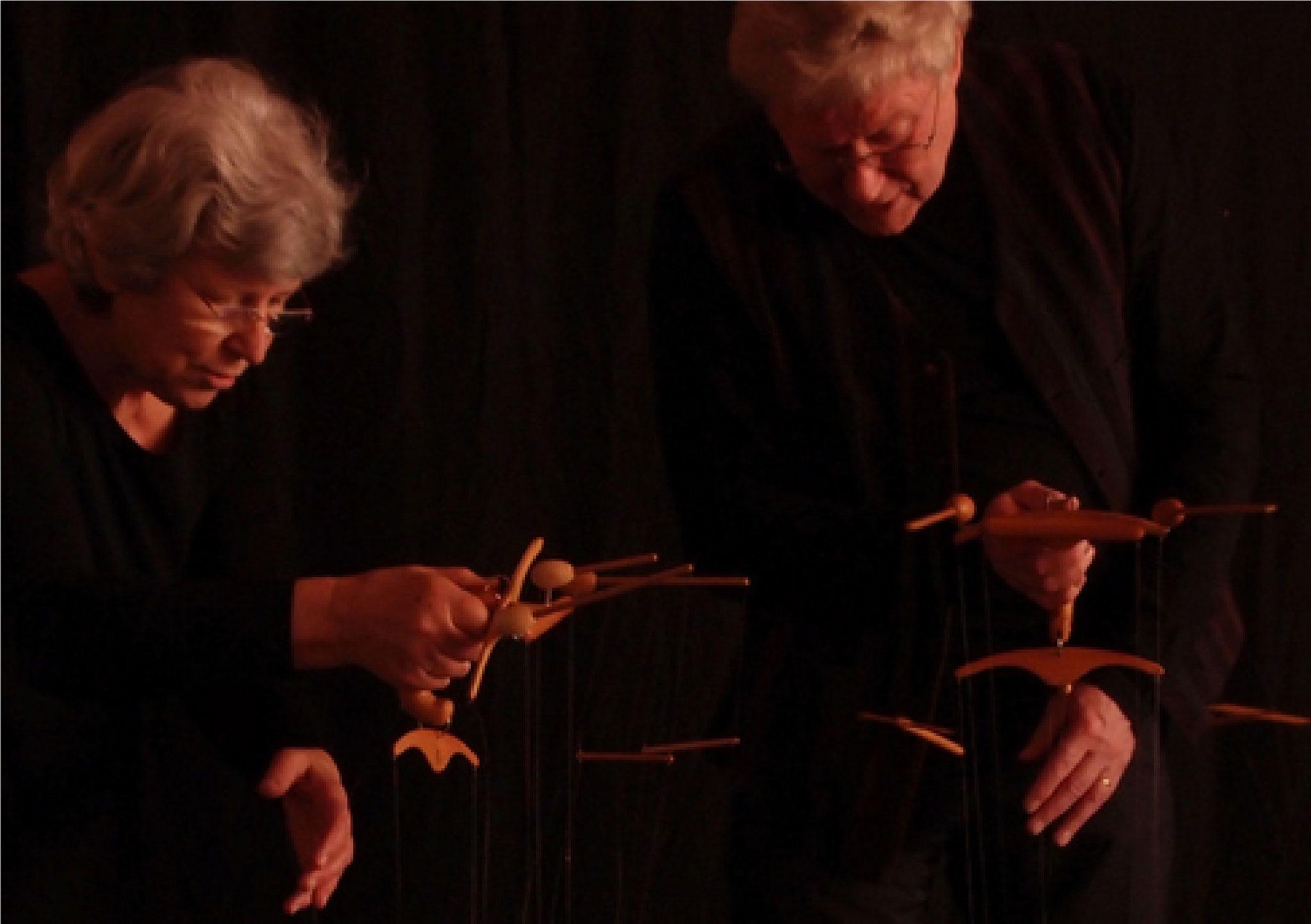 Kommunikation zwischen den Marionetten bedingt Komunikation zwischen den Spielenden.