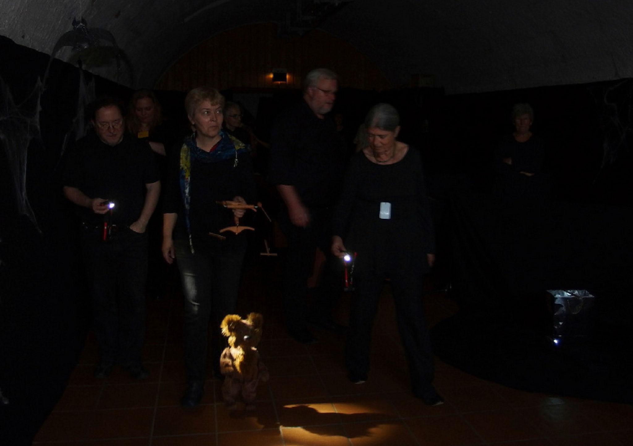 Sei es mit einer kleinen Szene bei der Taschenlampenführung im Gewölbekeller...