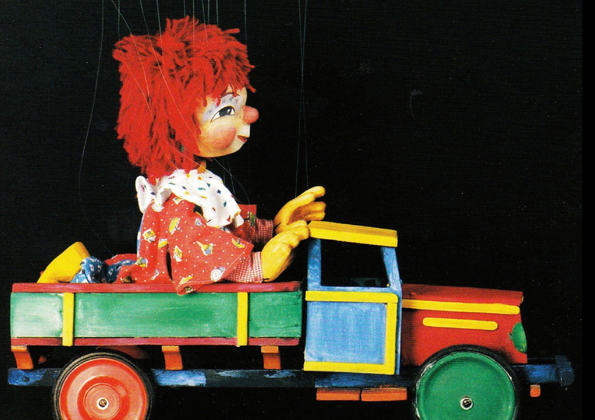 Clown Paulchen baut einen dummen Unfall.