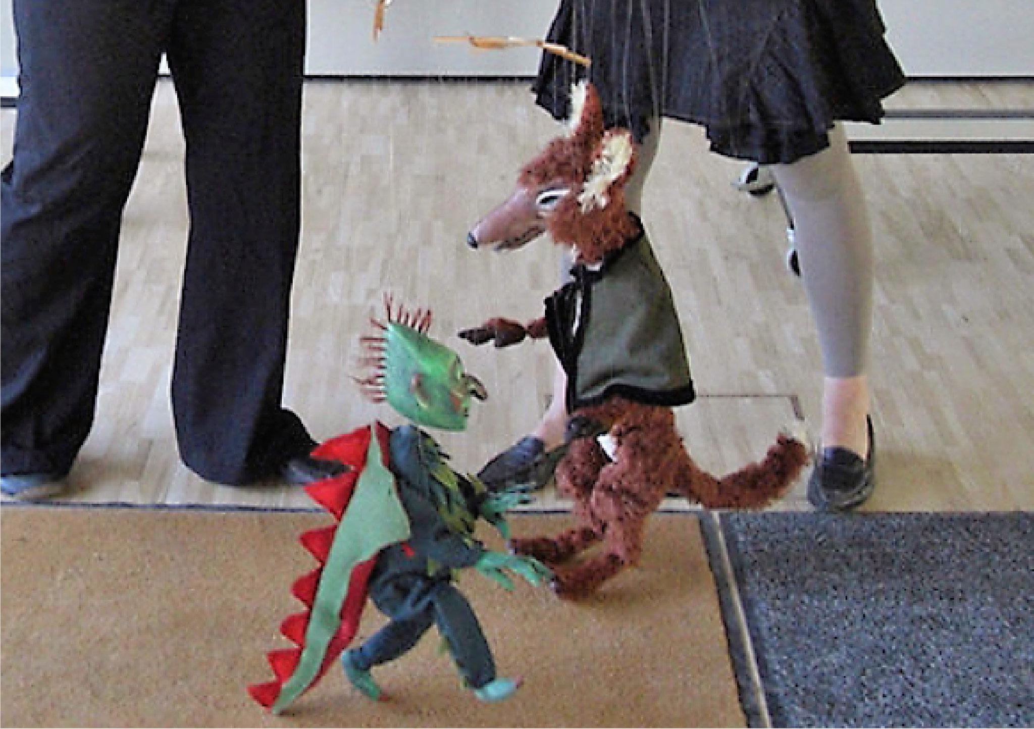 ...und übt es danach mit der Marionette ein.