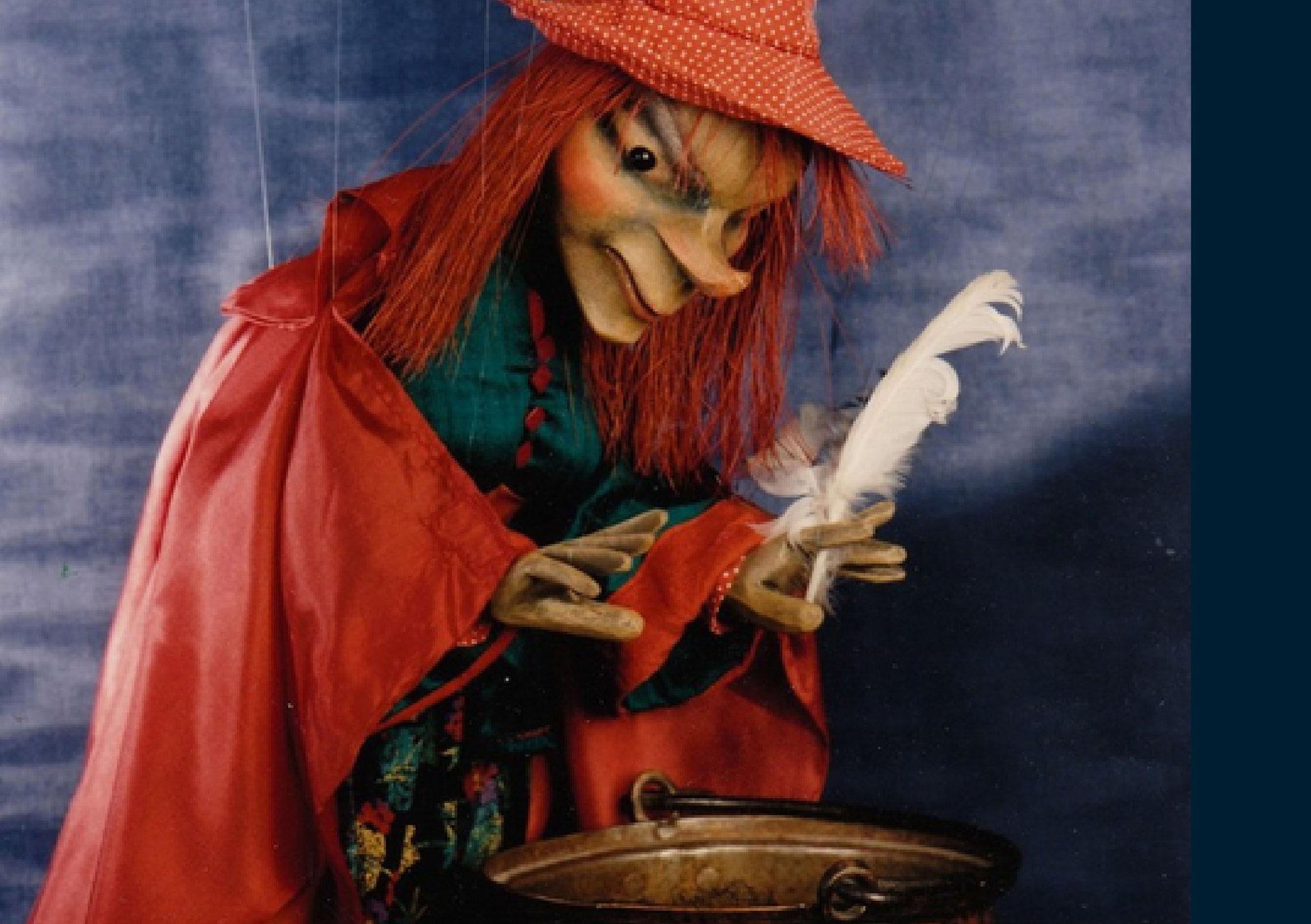 Eine junge Hexe auf dem Weg zum Blocksberg.