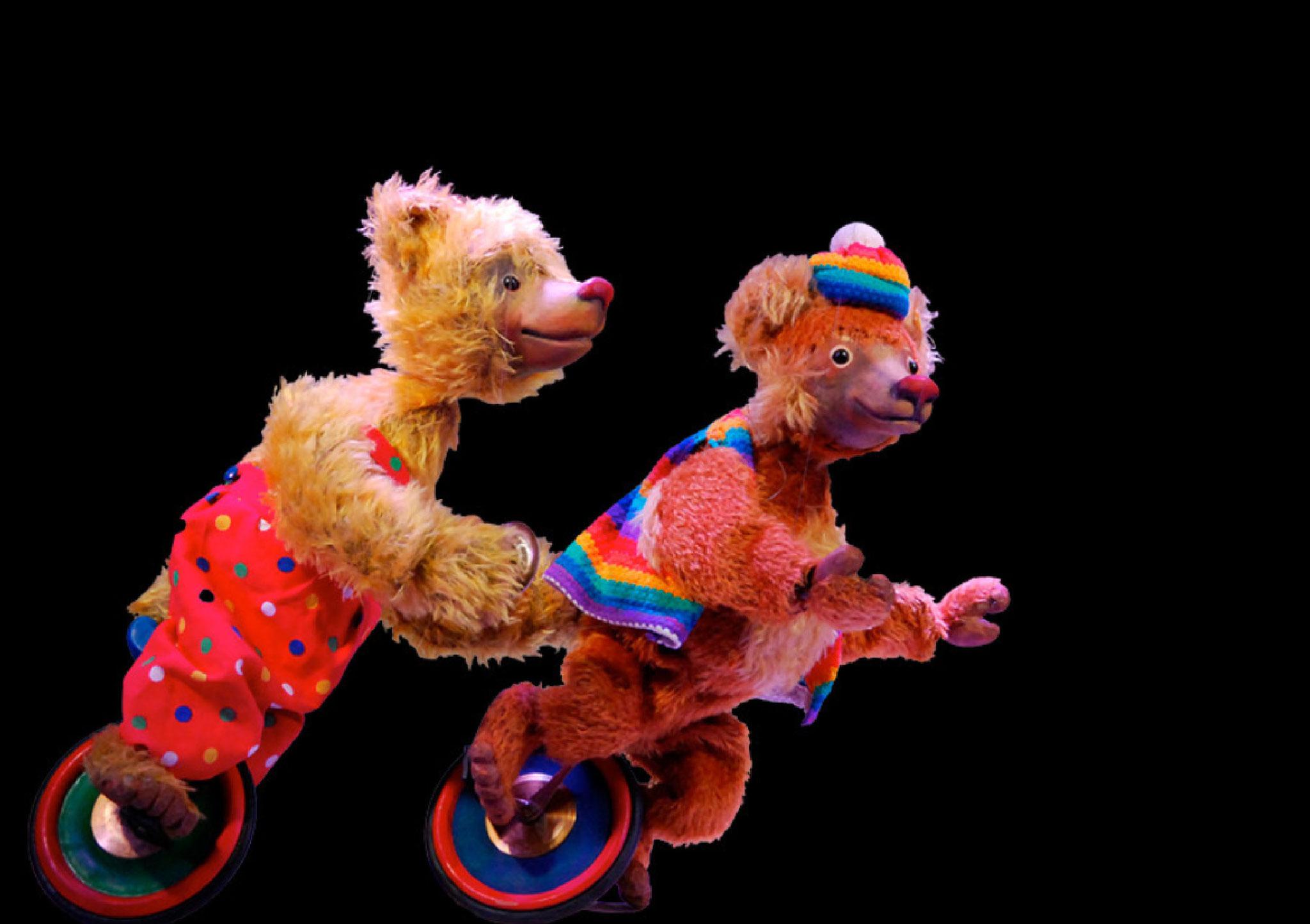 Mit einer spektakulären Einradnummer beschliessen Ben und Petz die Vorstellung.