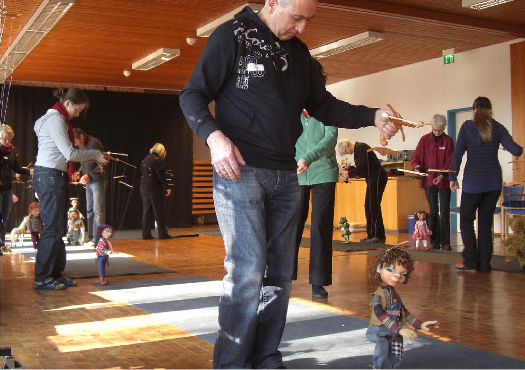 Die Marionette spiegelt den Spieler und umgekehrt findet sich der Spielende in der Marionette wieder.