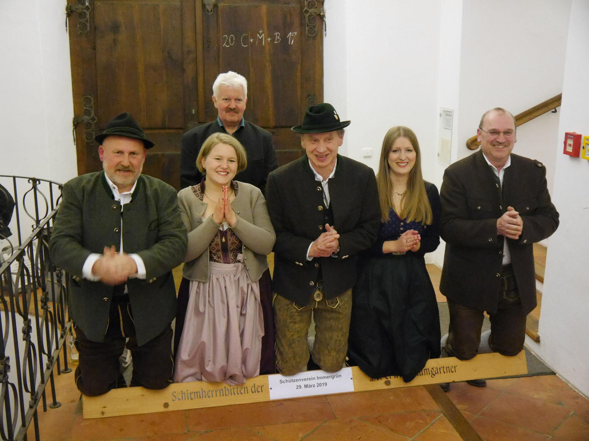 Scheitlknien v.l. Franz Heizinger, Jutta Hemm, Martin Huber, Christine Huber, Erwin Bichlmaier