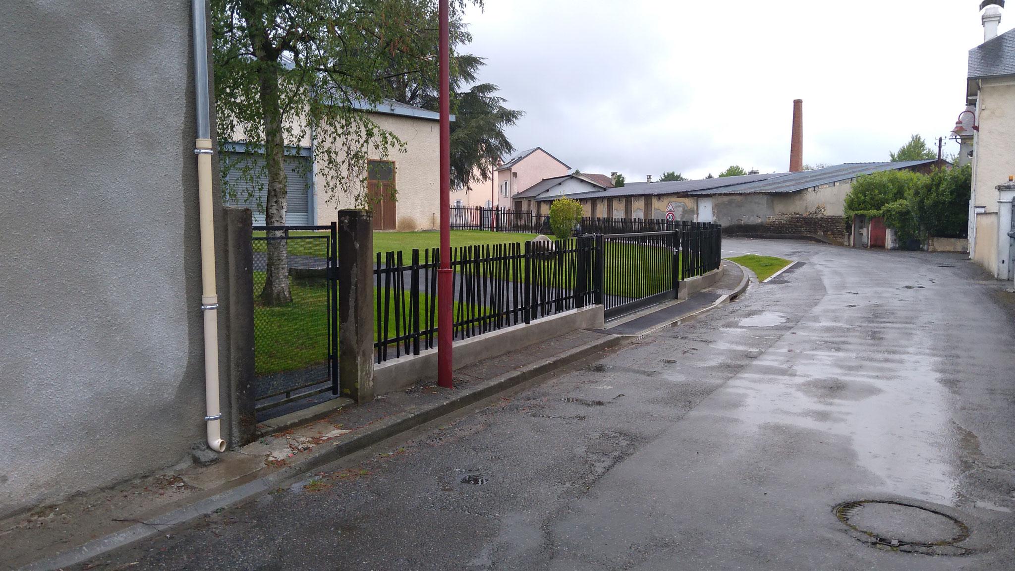 le portail d'accès à la salle des sports