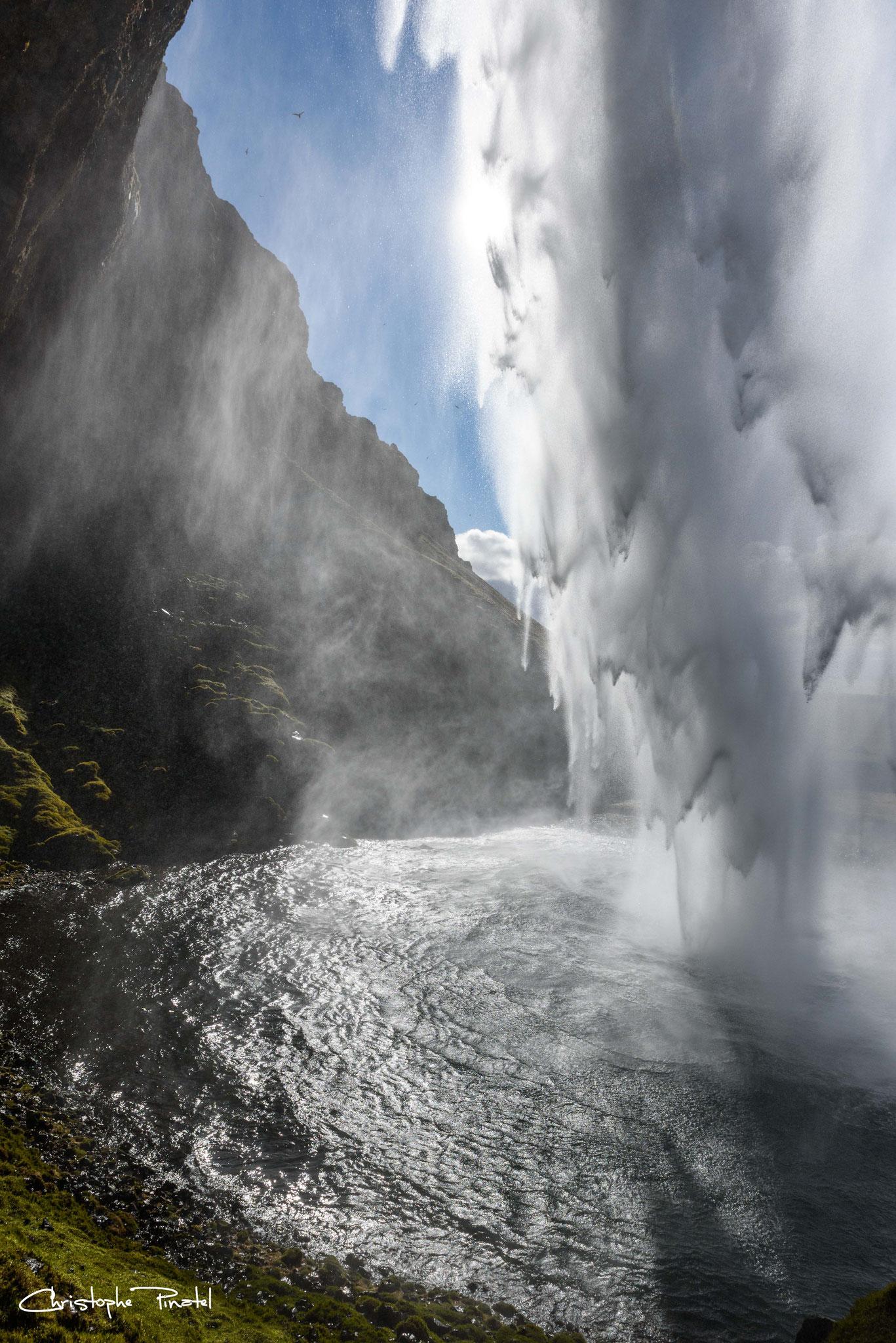 Photo 21 - Derrière la cascade de Seljalandfoss