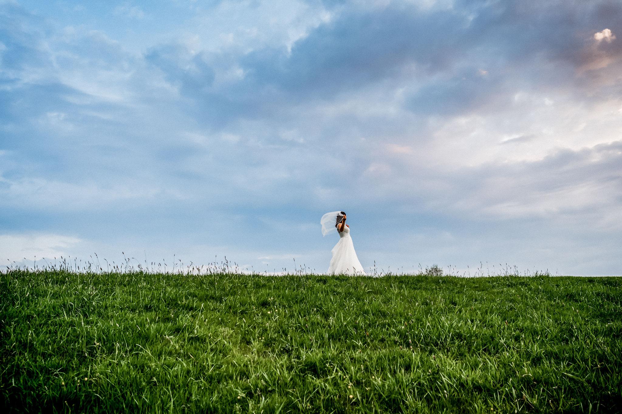 Braut auf dem Deich