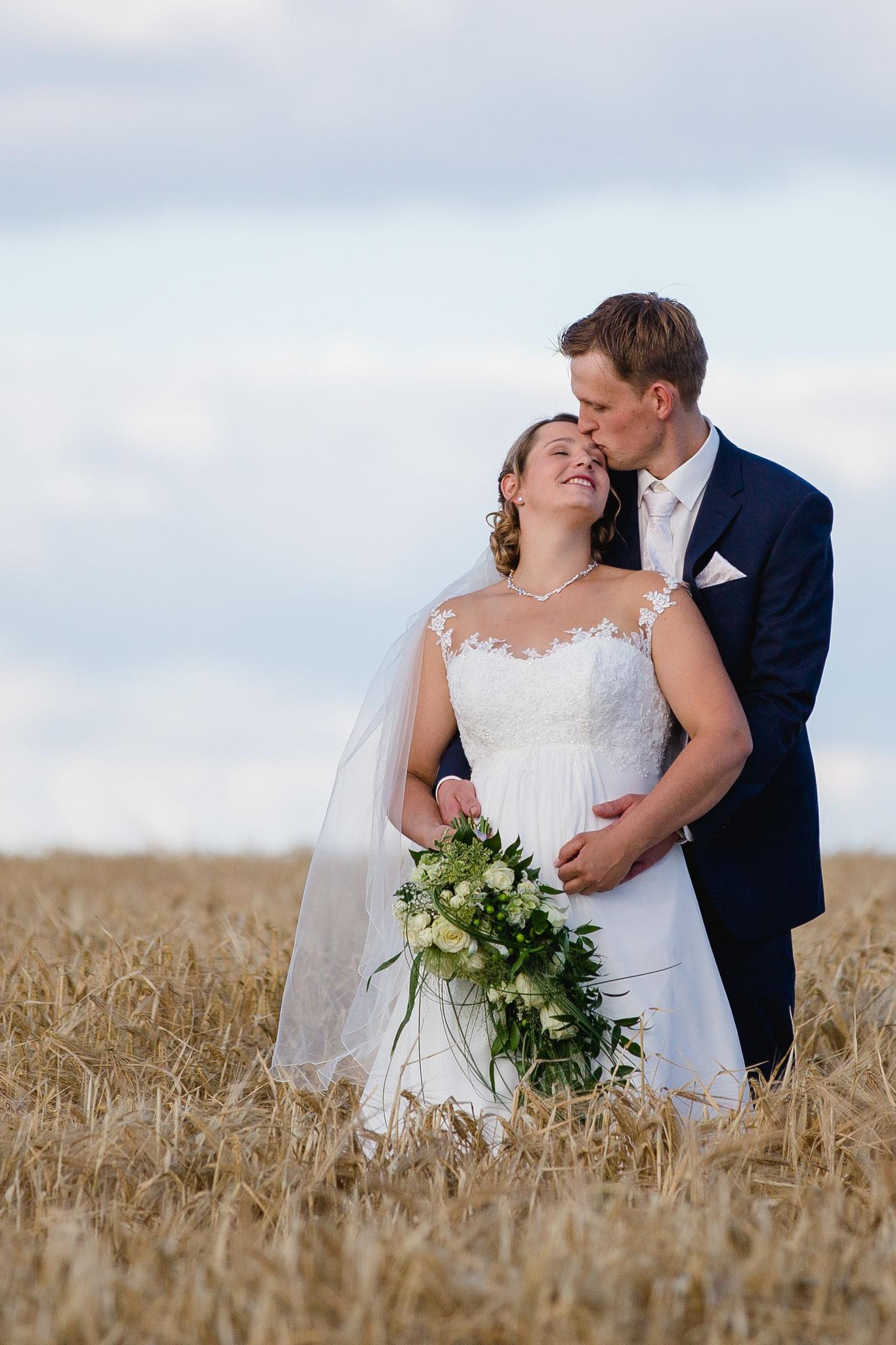 Shooting Brautpaar auf dem Kornfeld