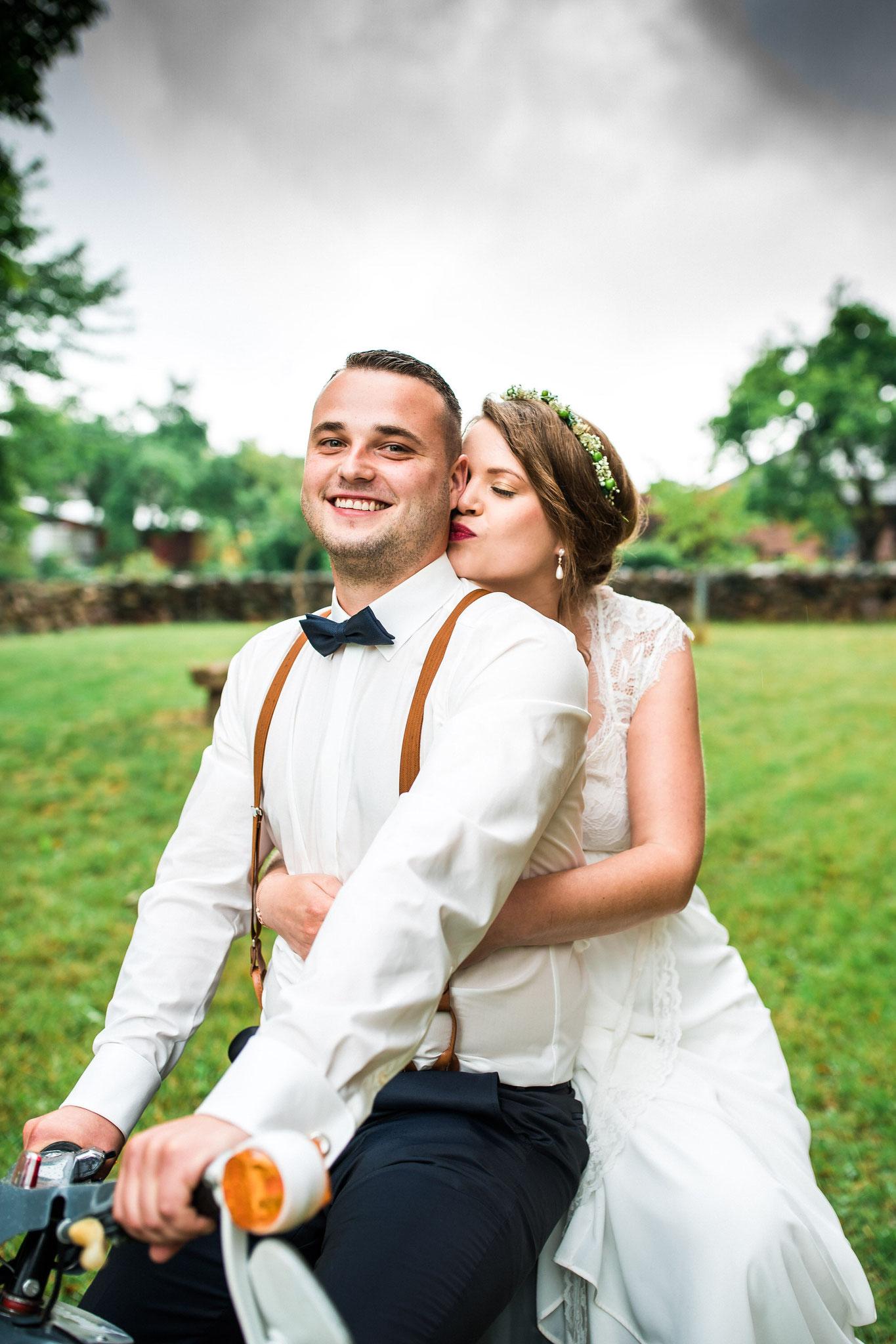 Braut und Bräutigam beim Shooting
