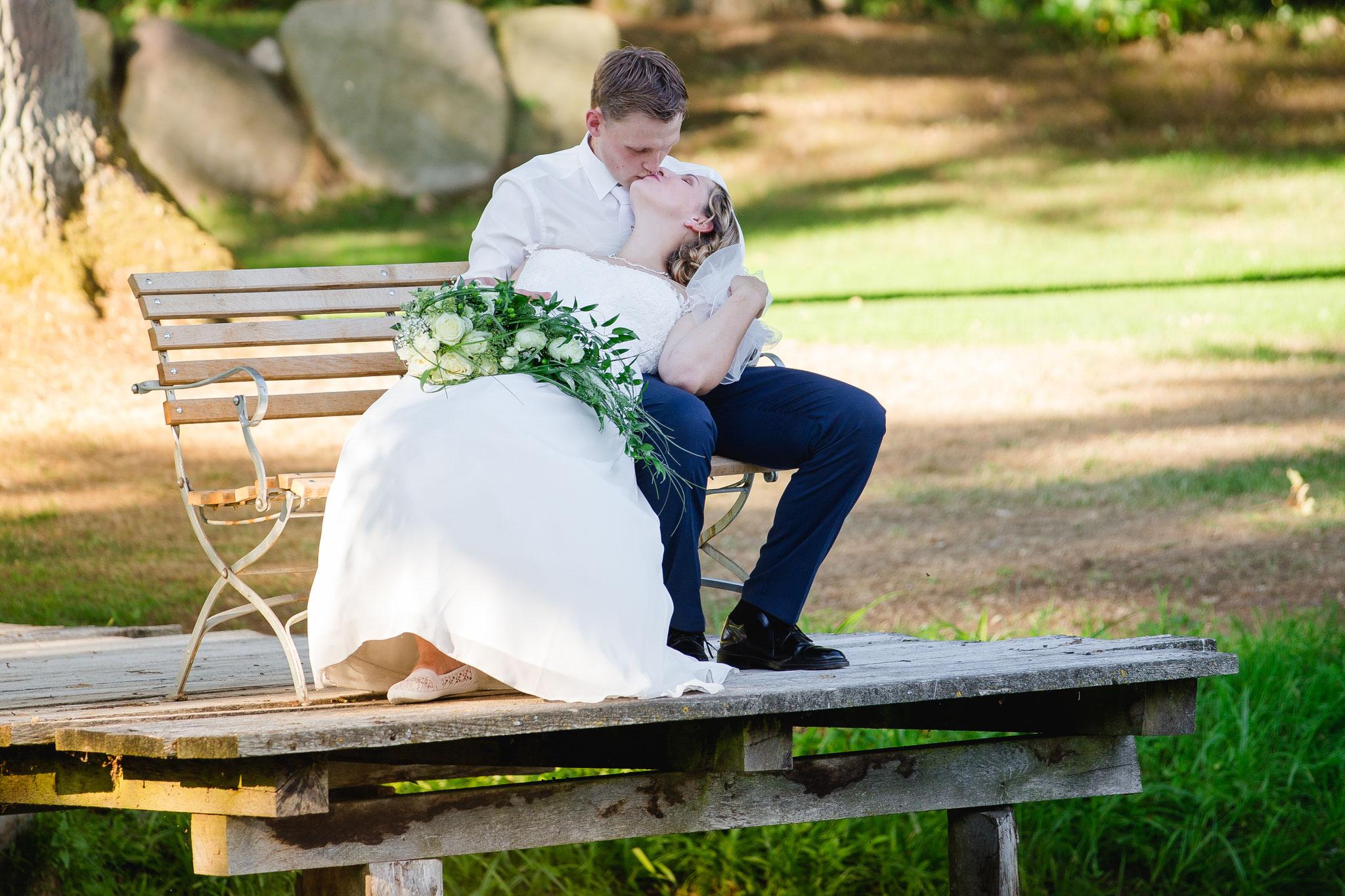 "Brautpaar Shooting auf dem Krusenhof ""Rote Rosen"""