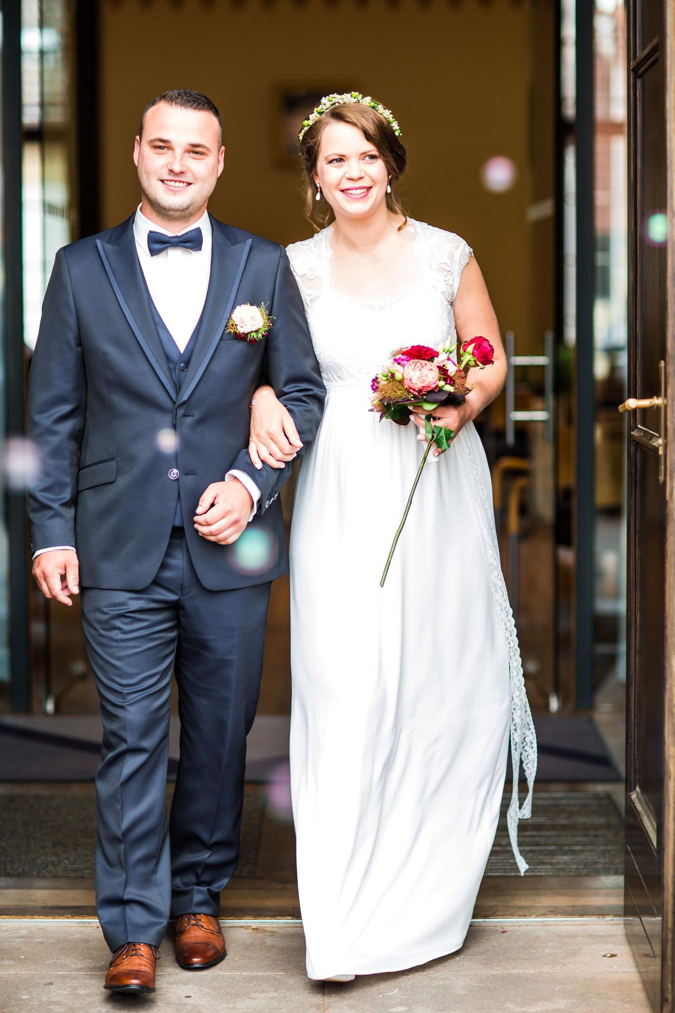 Brautpaar vor dem Standesamt Wittenburg