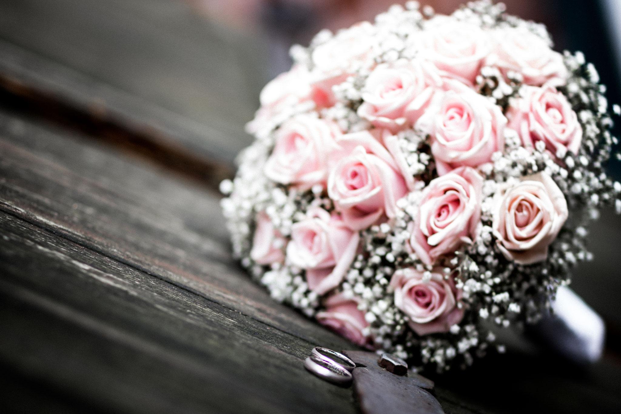 Eheringe & Brautstrauß