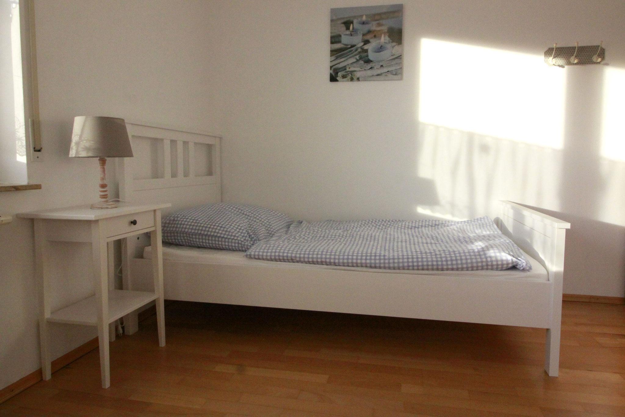 Einzelbett Kinderzimmer/Schlafzimmer 2