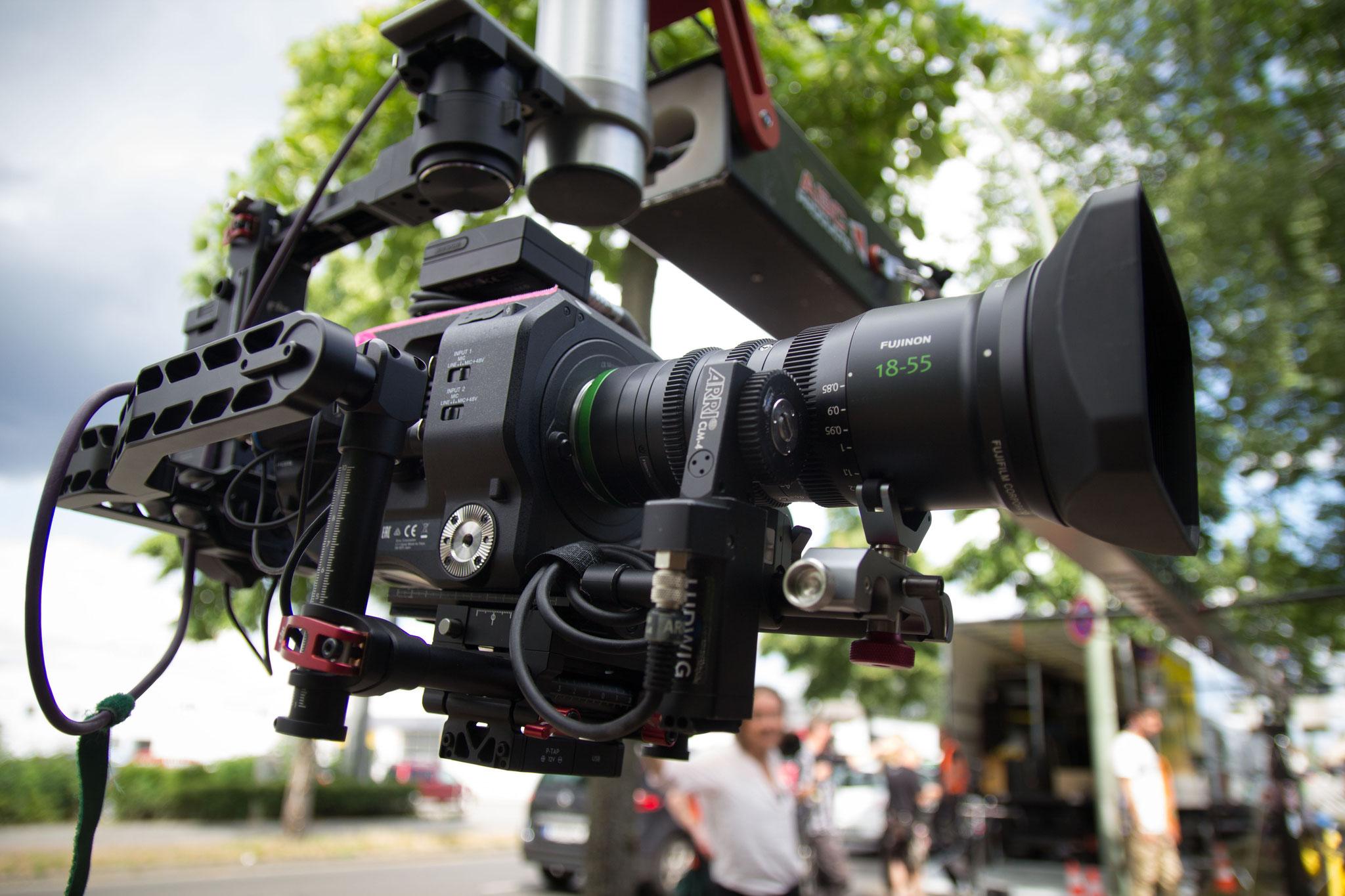 FS7 mit Fujifilm-Zoom MK 18-55 auf dem Gimbal Ronin 1 am Kran