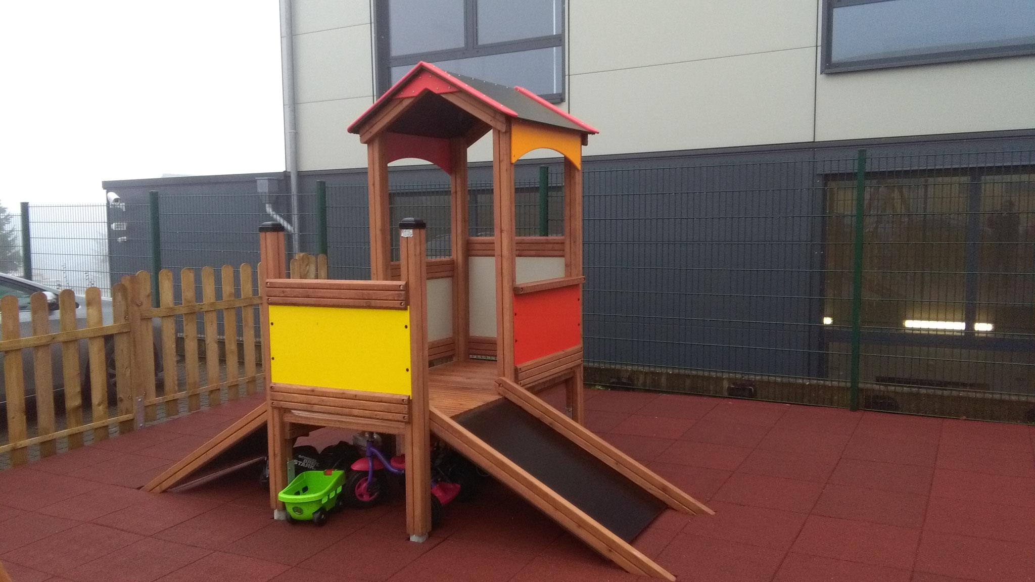 Spielhaus mit Rampen