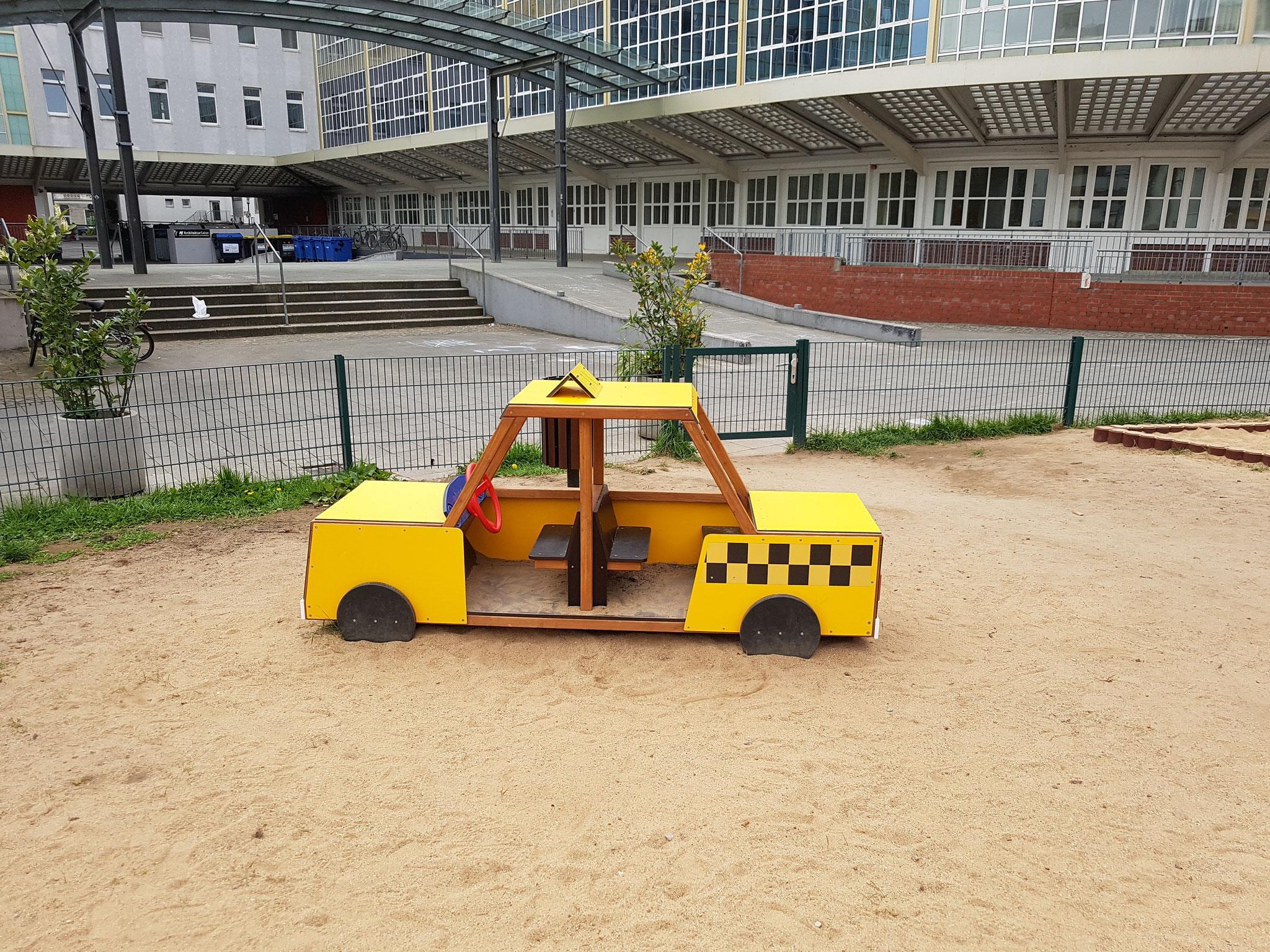 """Spielhaus """"Taxi"""" für die Kleinen"""