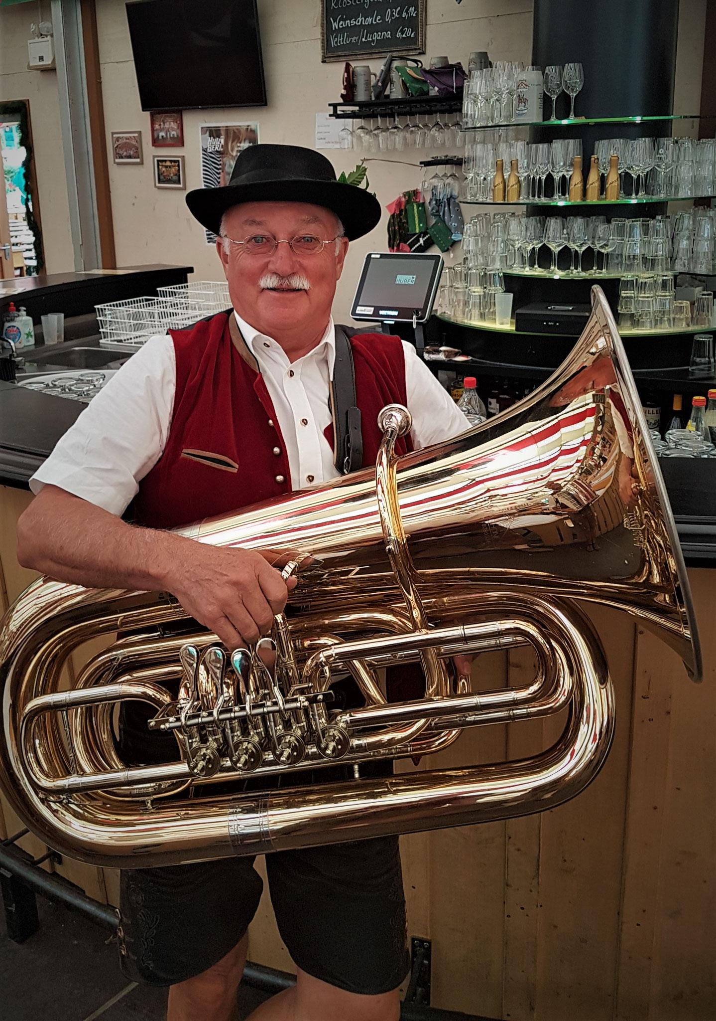 Miche mit der Tuba