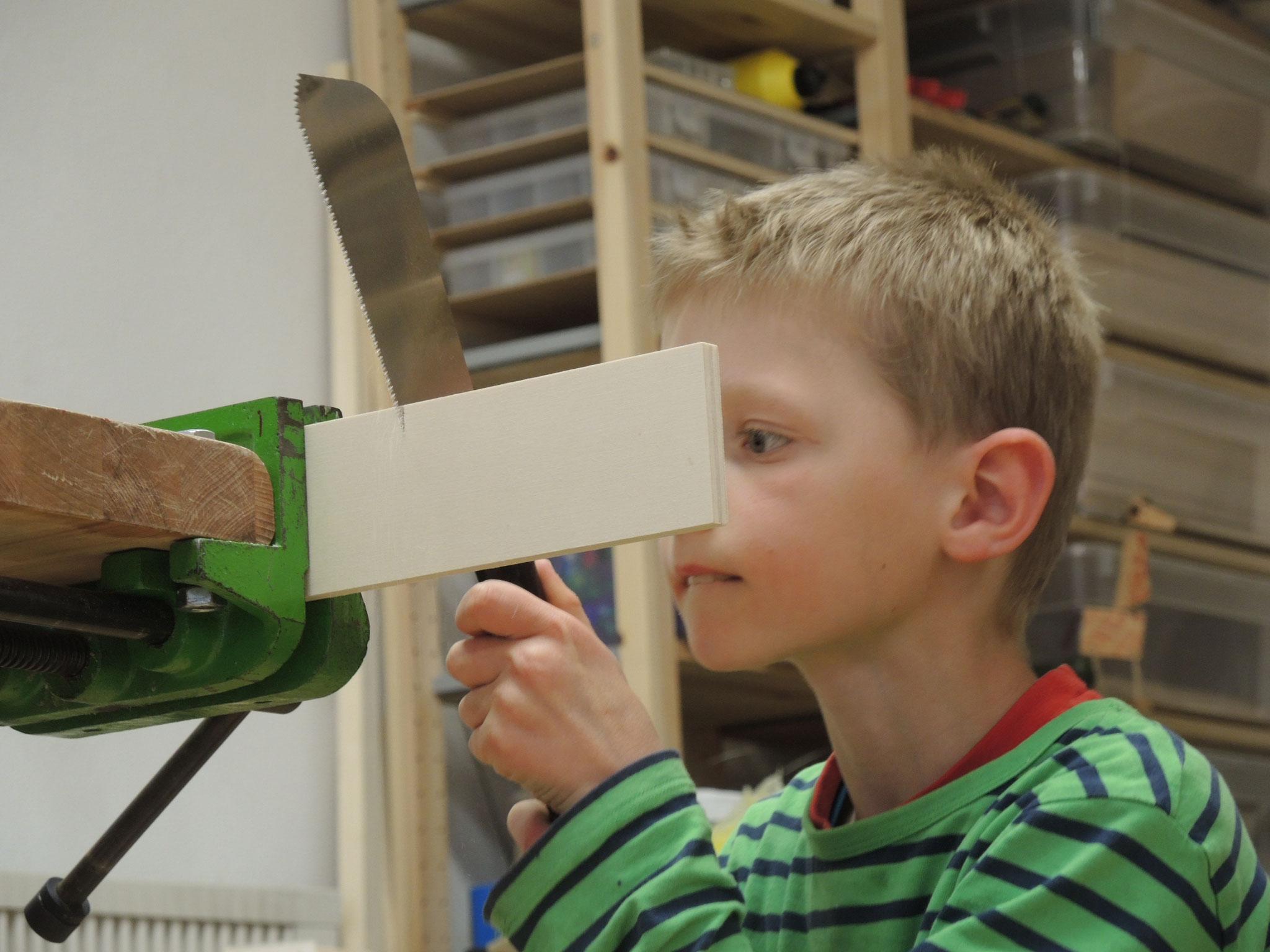 kinder werken mit holz werkraum werken mit holz. Black Bedroom Furniture Sets. Home Design Ideas