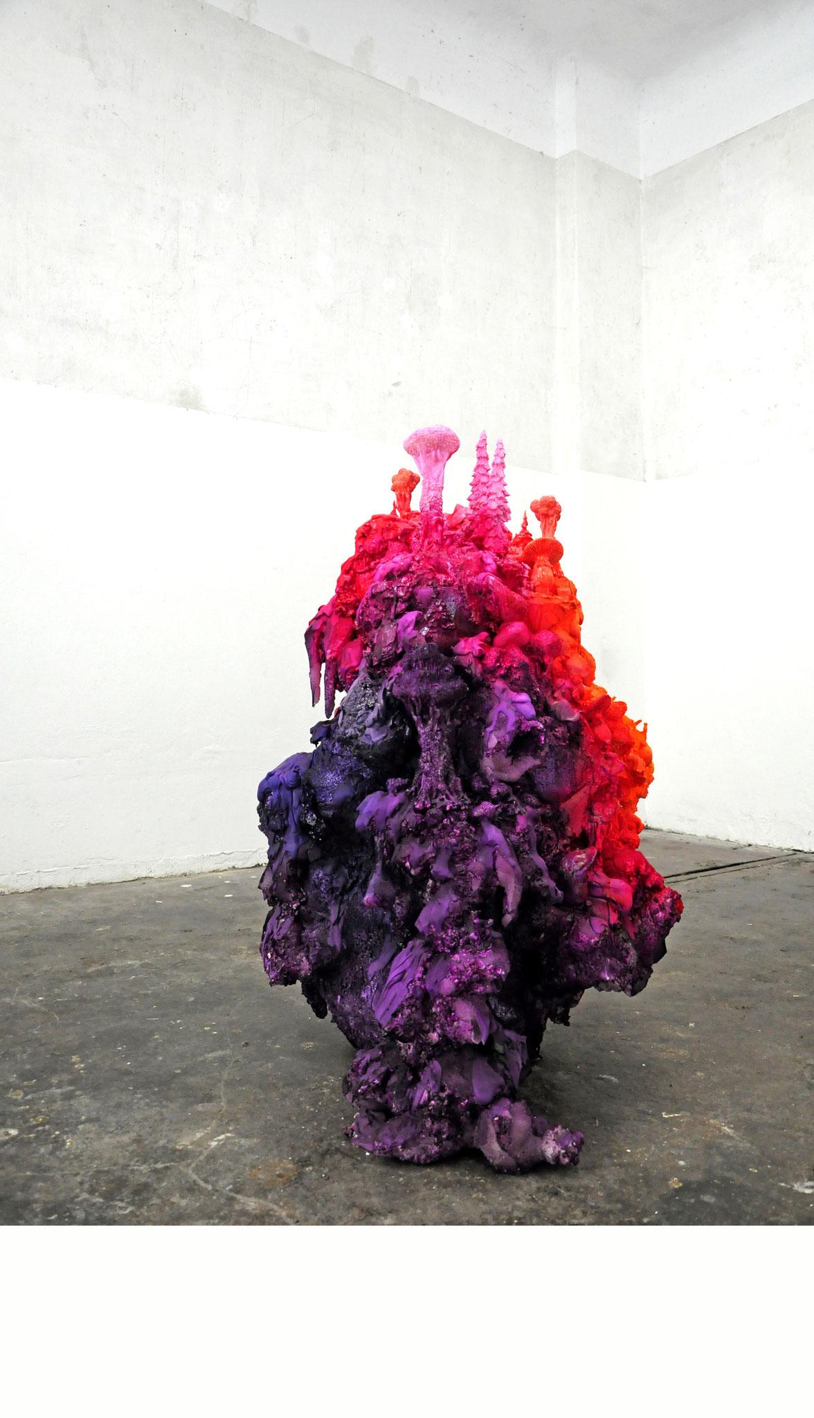 """Und irgendwo im Wald lacht ein Fuchs"", 2017, polymer, styropor, PU-foam, plaster, color, 120x100x70cm (Foto: Mareike Jacobi)"