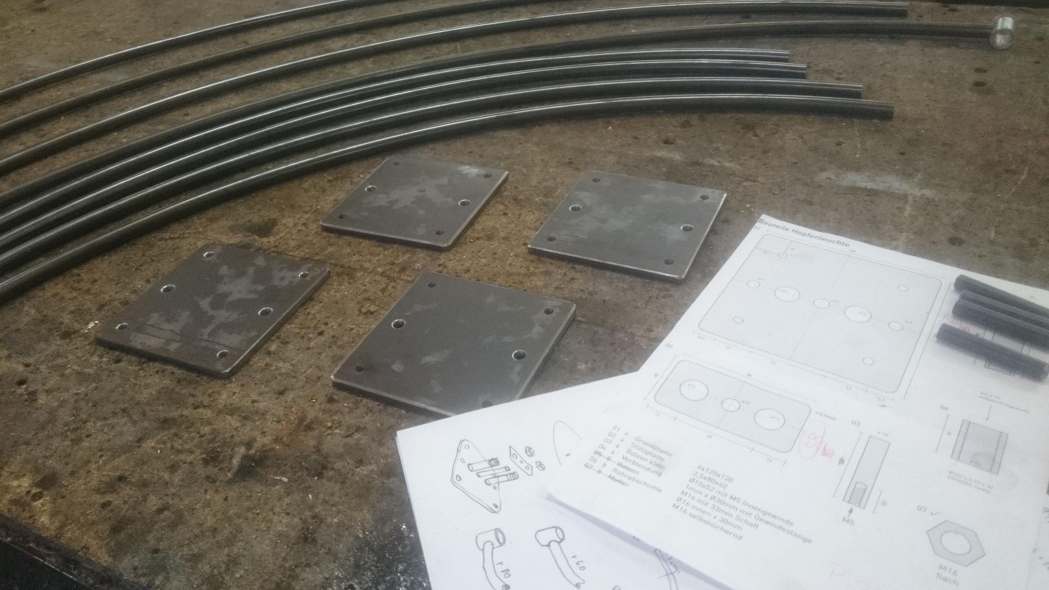 Kleinserienfertigung der Leuchtenaufhängung aus Stahl