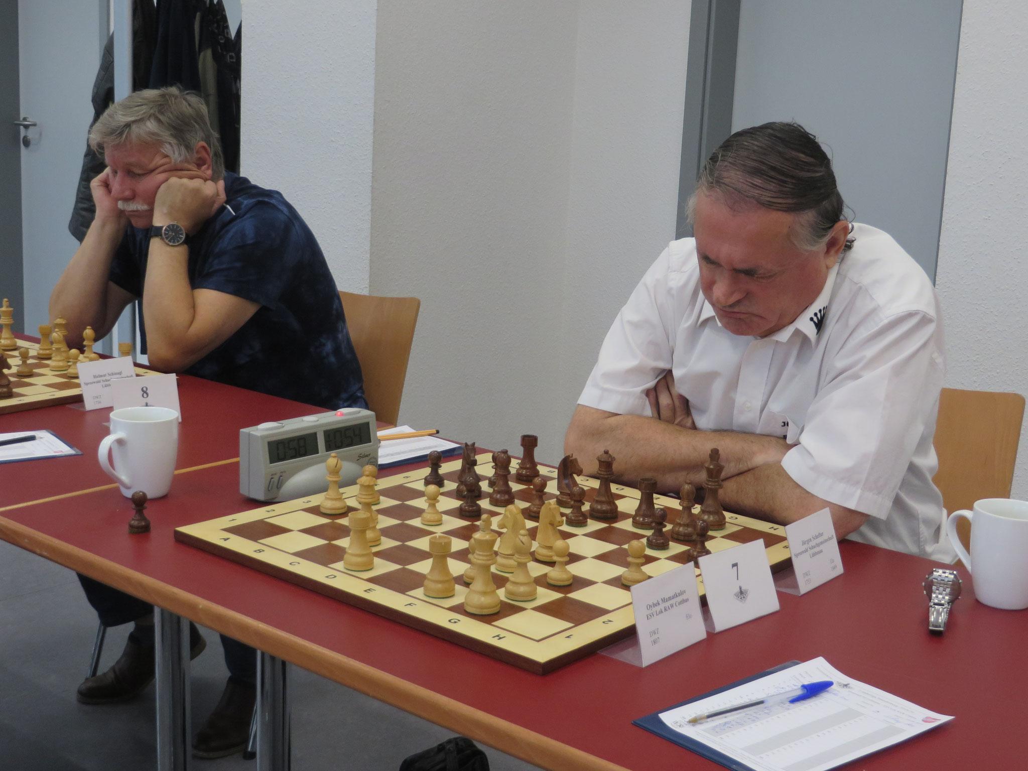 Brett 7 (Jürgen Schefter rechts) und Brett 8 (Helmut Schinag links) der 1. Mannschaft