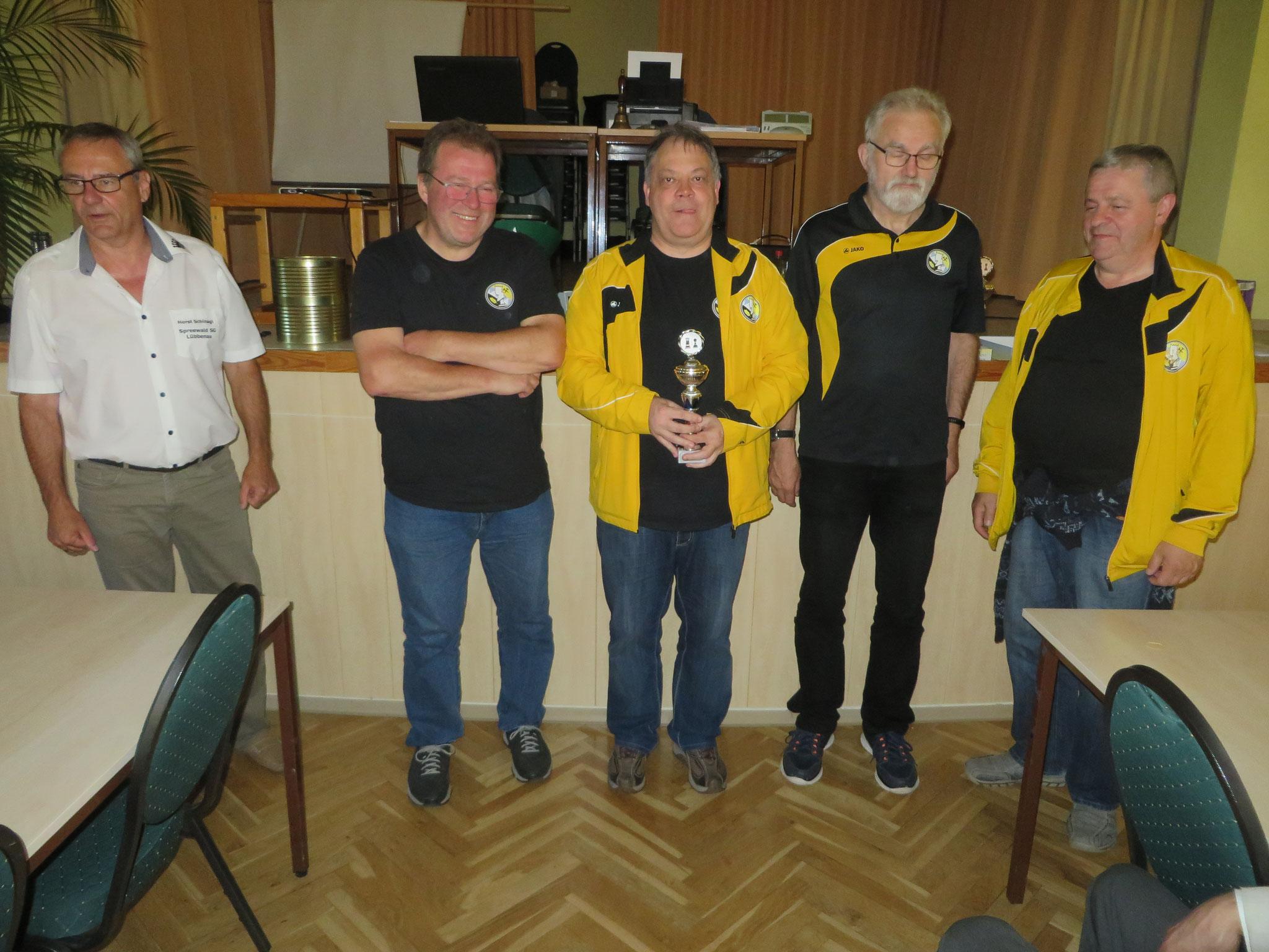 Platz 2: SV Erkenschwick 1923 (mit Horst Schinagl links)