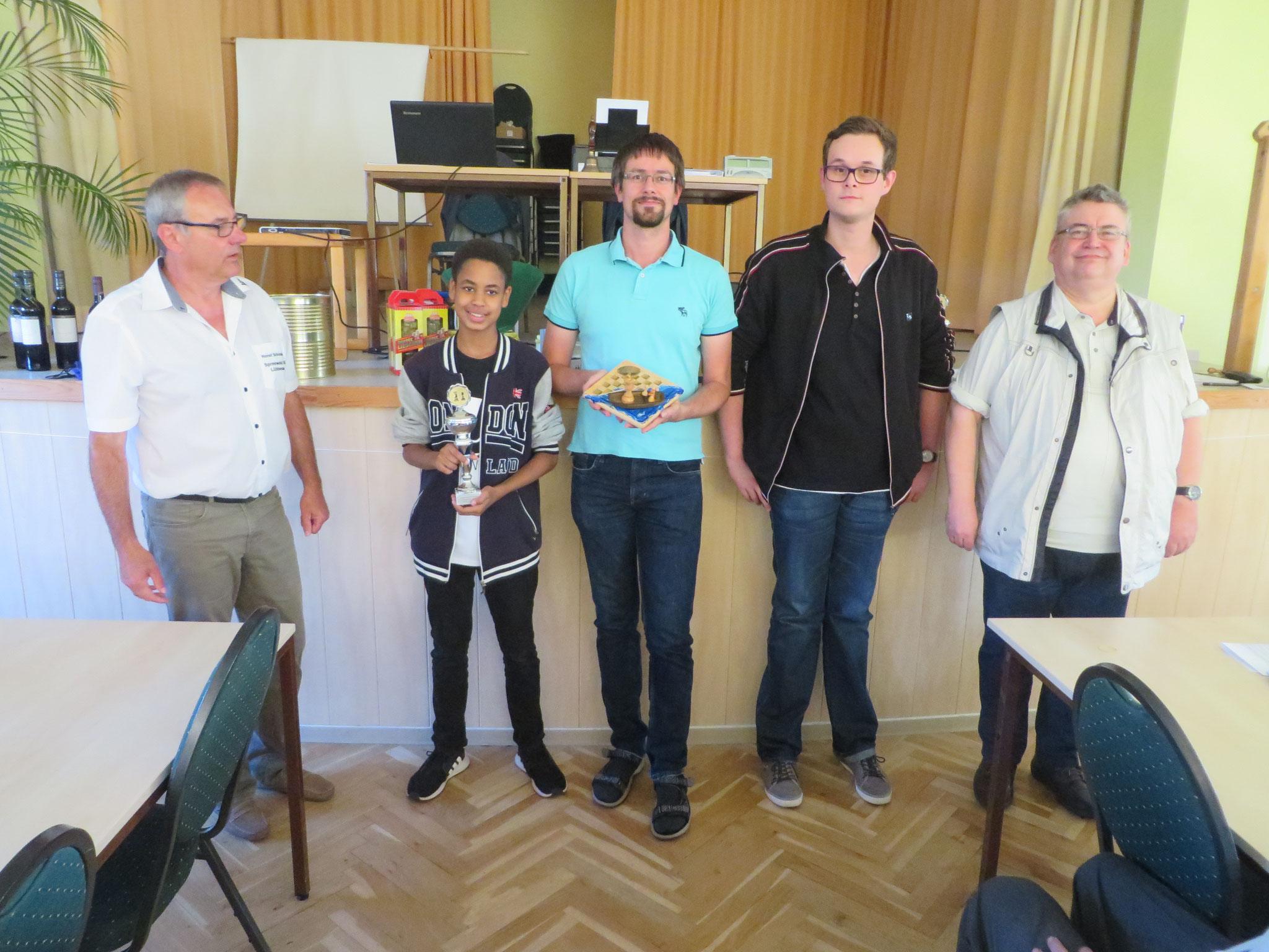 Platz 1 : Potsdamer SV Mitte (mit Horst Schinagl links)