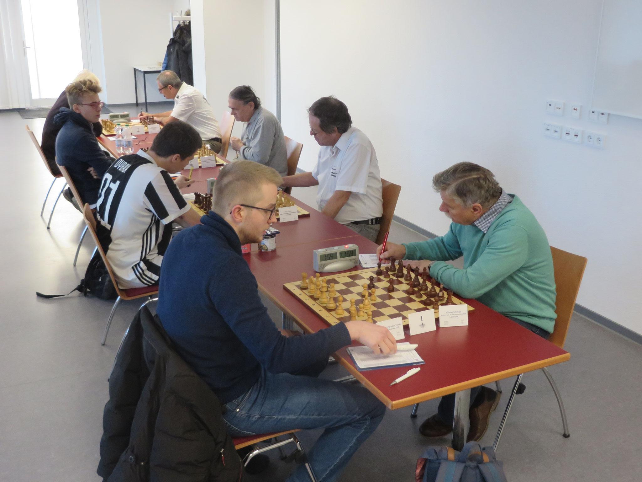Das Match im Gesamtblick (unser Lübbenauer Team rechts im Bild)