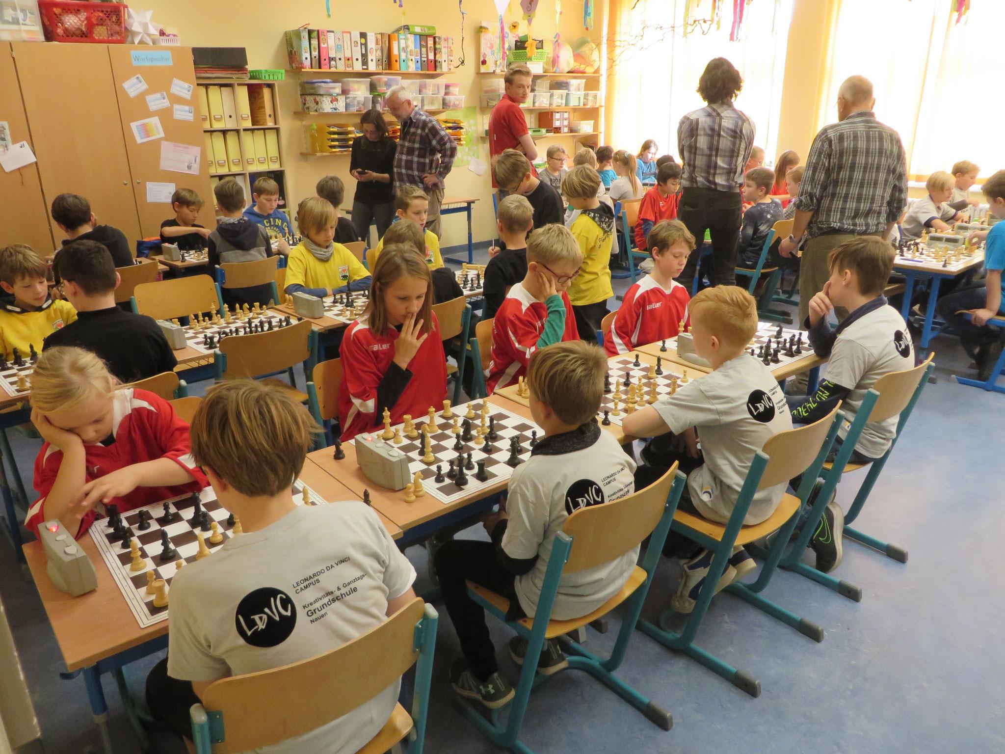 AK 2 : Blick in den Turnierraum des Teams der Werner-Seelenbinder-GS I in Runde 6