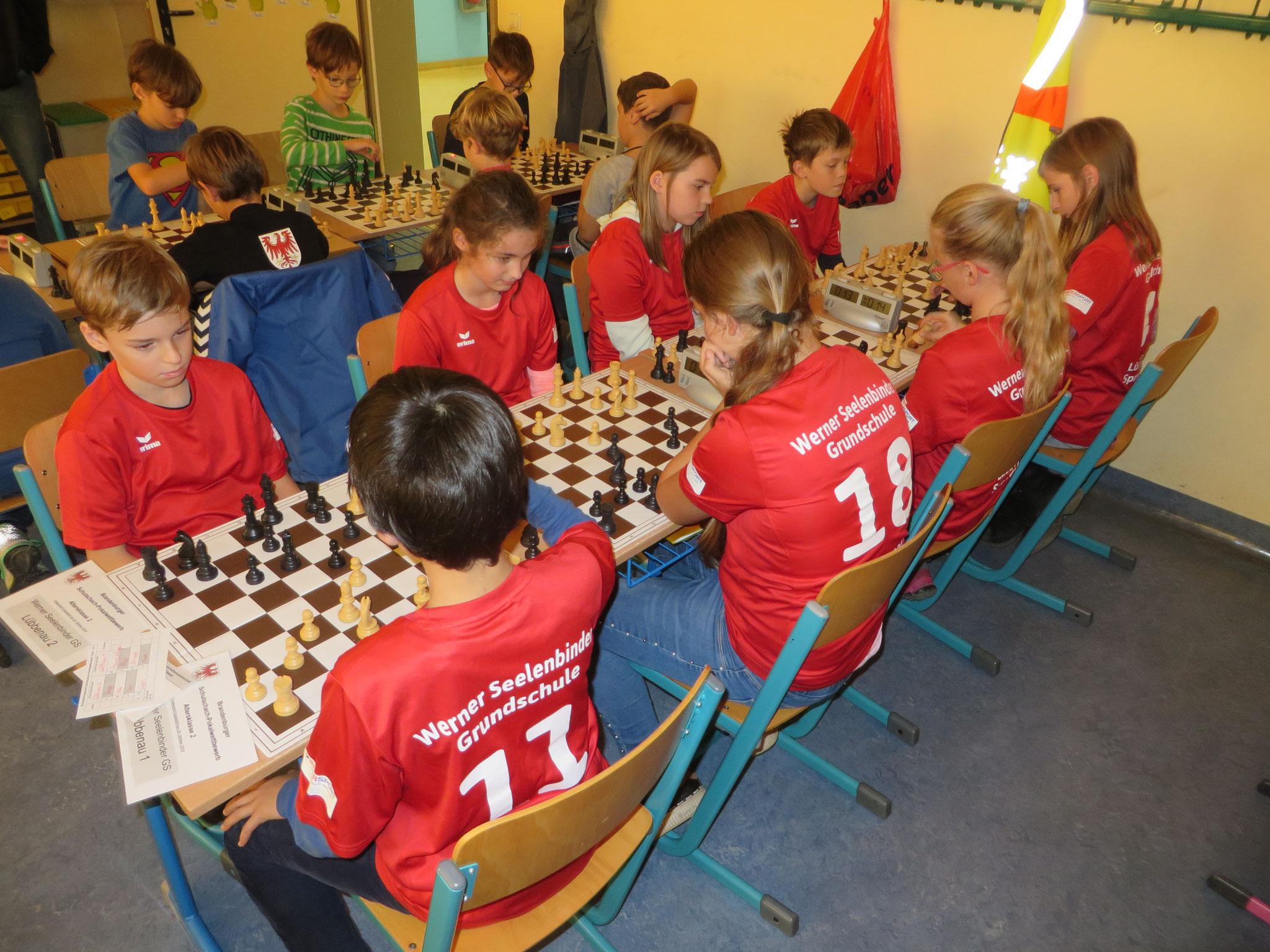 AK 2: Das interne Duell zwischen den Teams der Werner-Seelenbinder-GS I & II in Runde 5