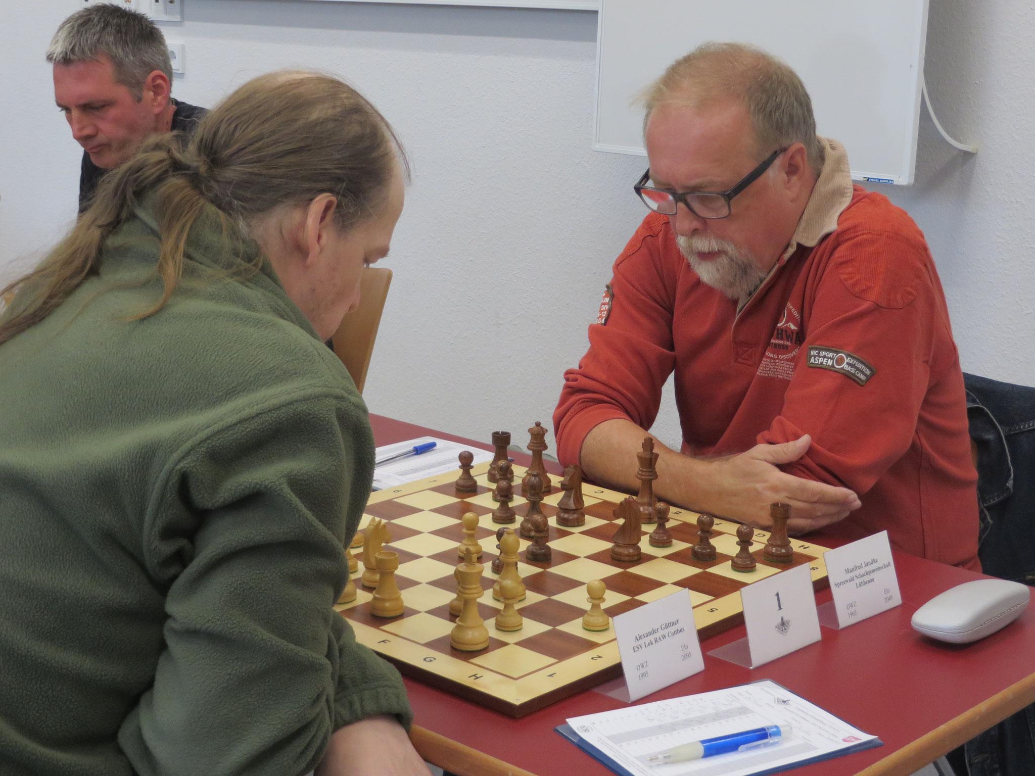Brett 1 (Manfred Jandke rechts) und Brett 2 (Torsten Schröder links) der 1. Mannschaft