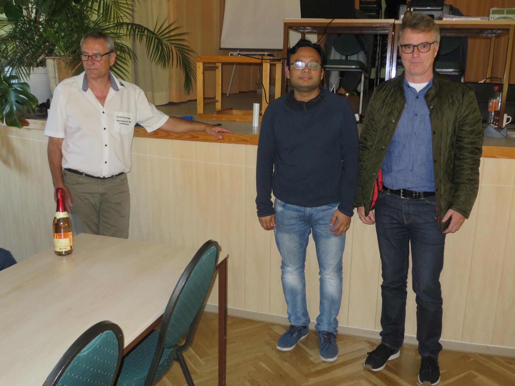 Platz 15 : SSV Rotation Berlin II (leider nur noch mit 2 anwesenden Spielern; mit Horst Schinagl links)