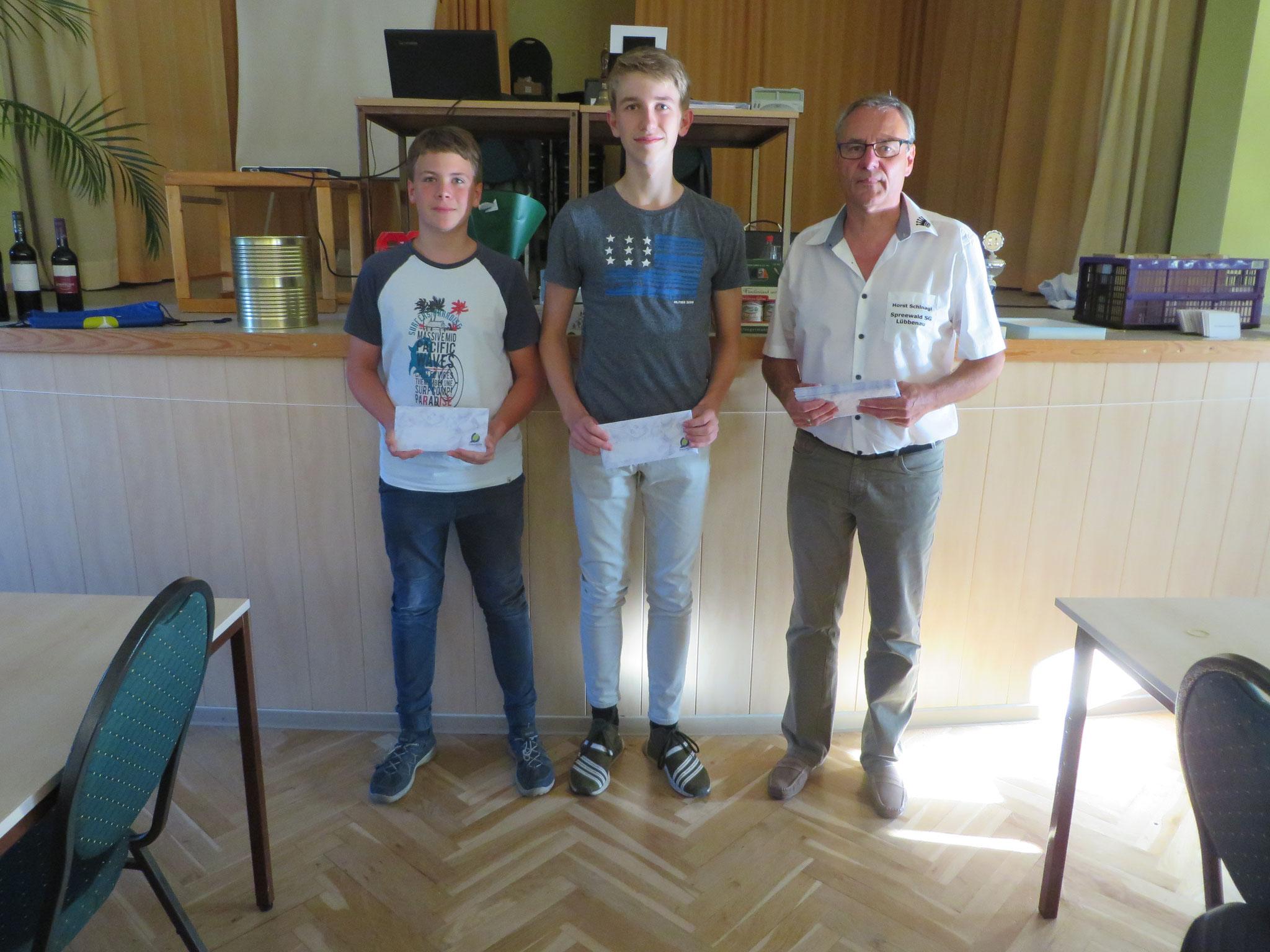 Ehrung der Jugendlichen (mit Horst Schinagl rechts)