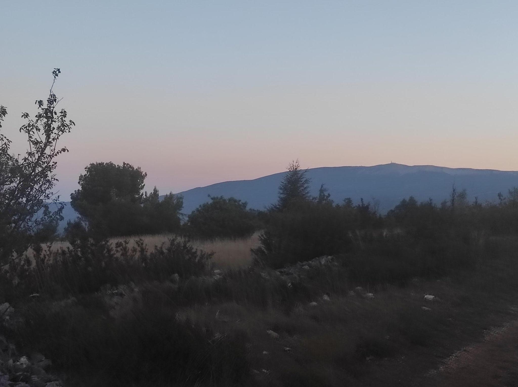10-Au loin le Géant de Provence qui nous attend