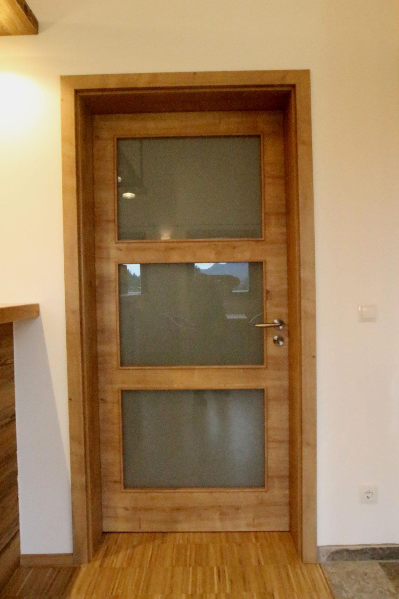 Türen mit CPL - Beschichtung und Lichtausschnitt