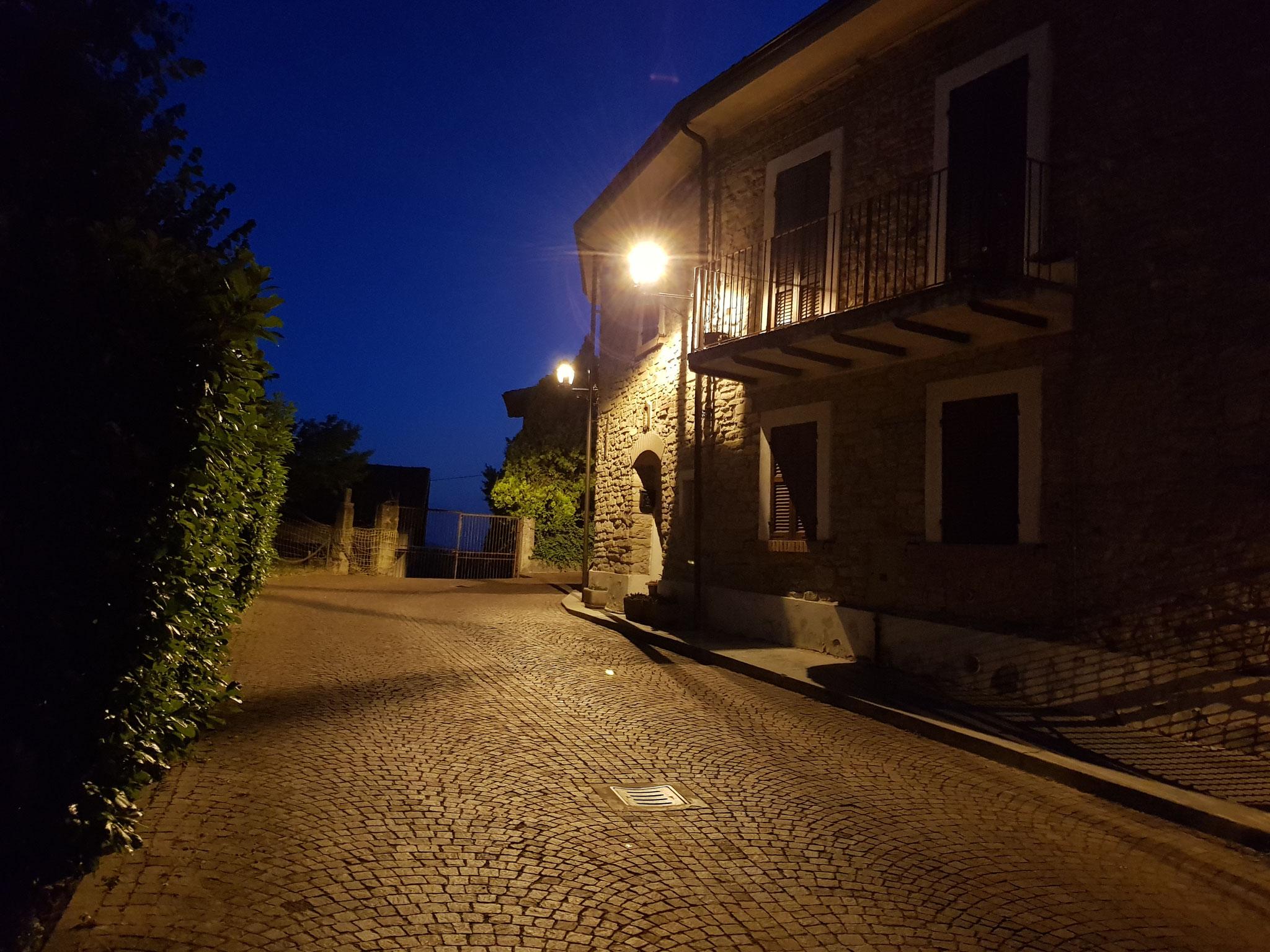 Montabone bei Nacht.
